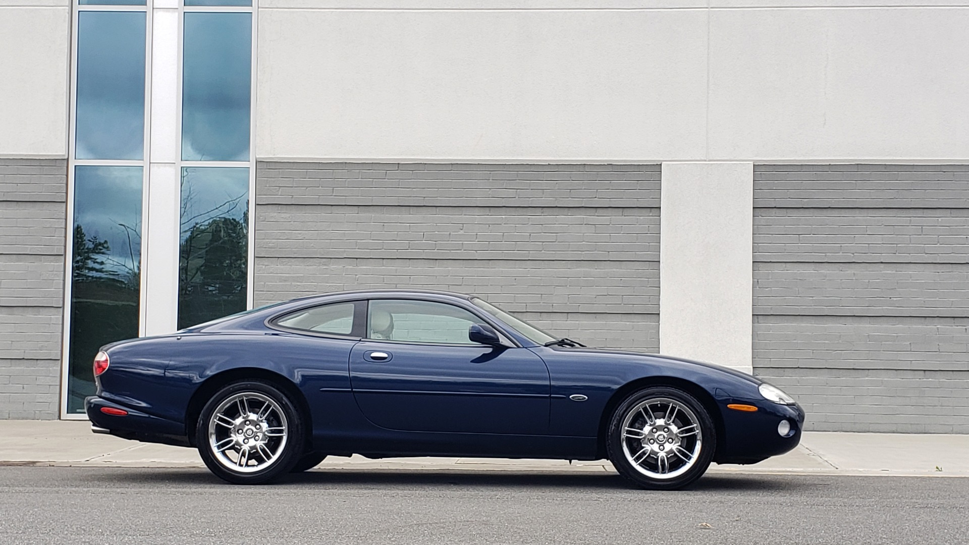 Used 2002 Jaguar XK8 COUPE / 4.0L V8 / 5-SPD AUTO / ALPINE SOUND / 18IN CHROME WHEELS for sale $16,450 at Formula Imports in Charlotte NC 28227 11