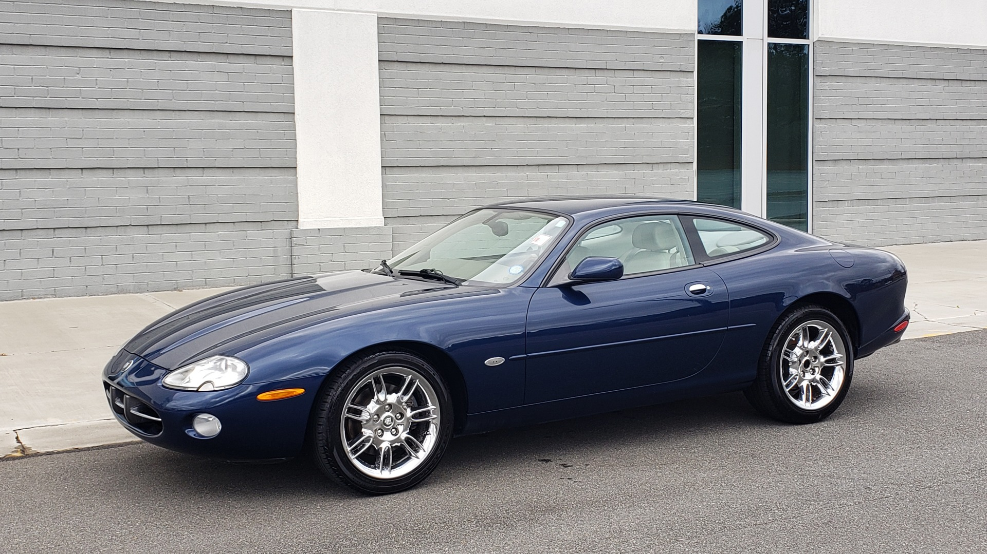 Used 2002 Jaguar XK8 COUPE / 4.0L V8 / 5-SPD AUTO / ALPINE SOUND / 18IN CHROME WHEELS for sale $16,450 at Formula Imports in Charlotte NC 28227 4