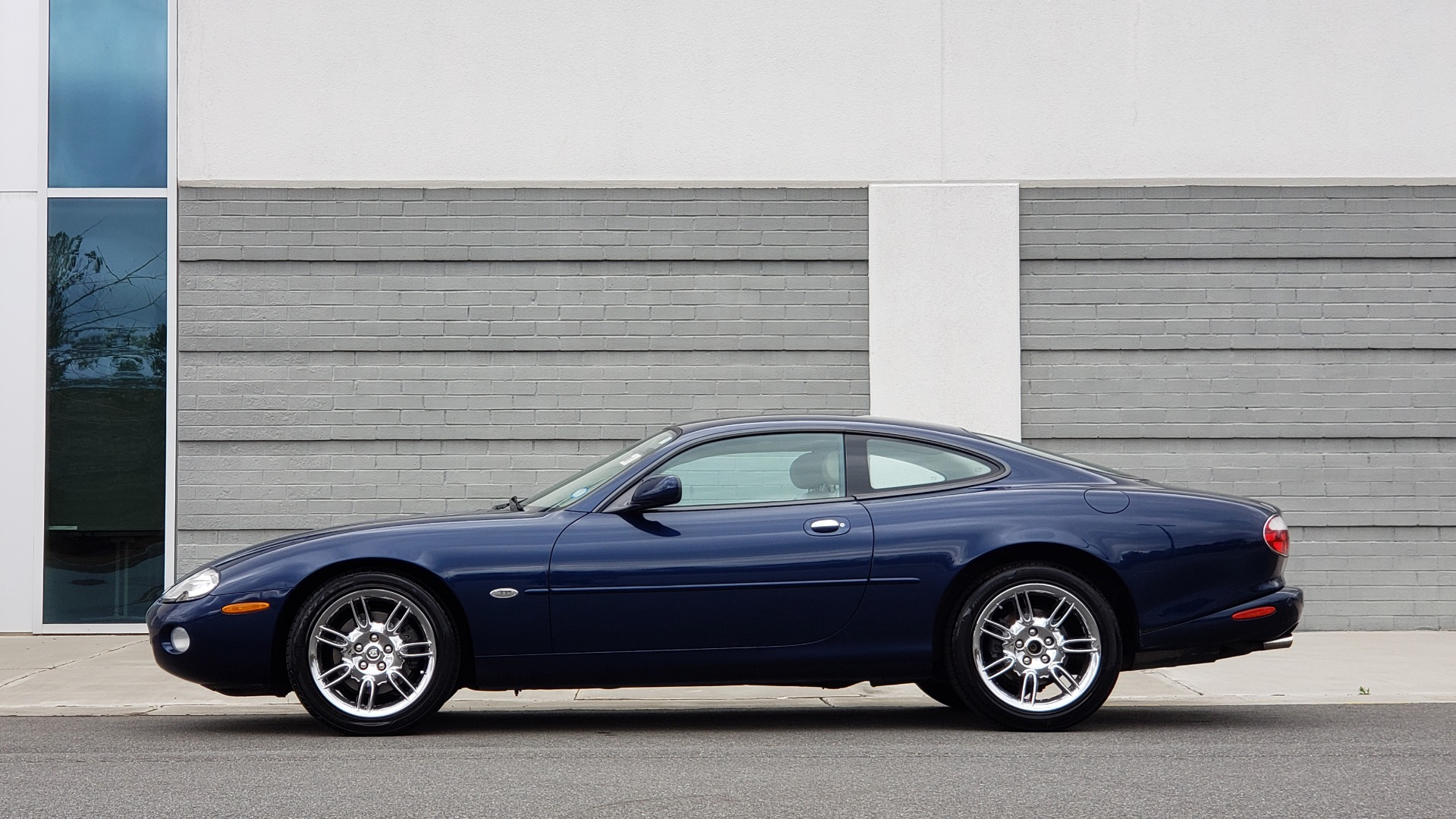 Used 2002 Jaguar XK8 COUPE / 4.0L V8 / 5-SPD AUTO / ALPINE SOUND / 18IN CHROME WHEELS for sale $16,450 at Formula Imports in Charlotte NC 28227 5