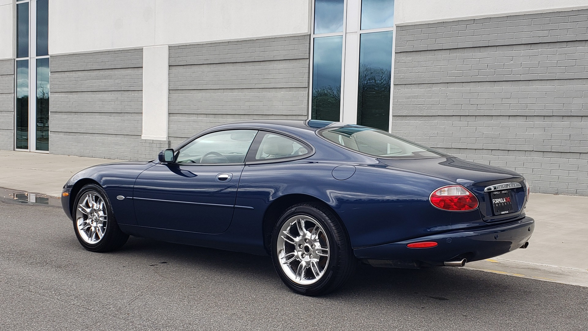 Used 2002 Jaguar XK8 COUPE / 4.0L V8 / 5-SPD AUTO / ALPINE SOUND / 18IN CHROME WHEELS for sale $16,450 at Formula Imports in Charlotte NC 28227 6