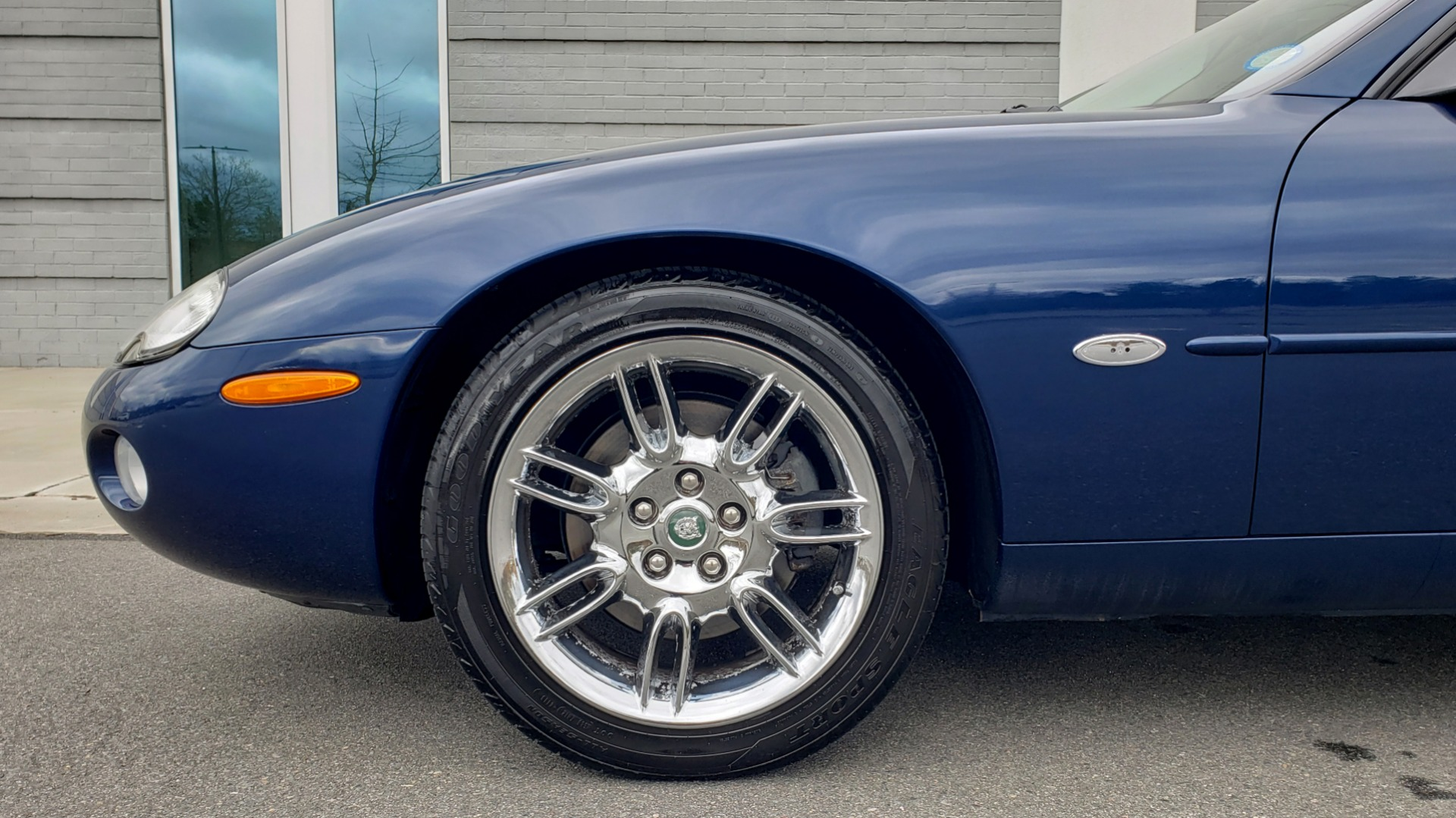 Used 2002 Jaguar XK8 COUPE / 4.0L V8 / 5-SPD AUTO / ALPINE SOUND / 18IN CHROME WHEELS for sale $16,450 at Formula Imports in Charlotte NC 28227 72