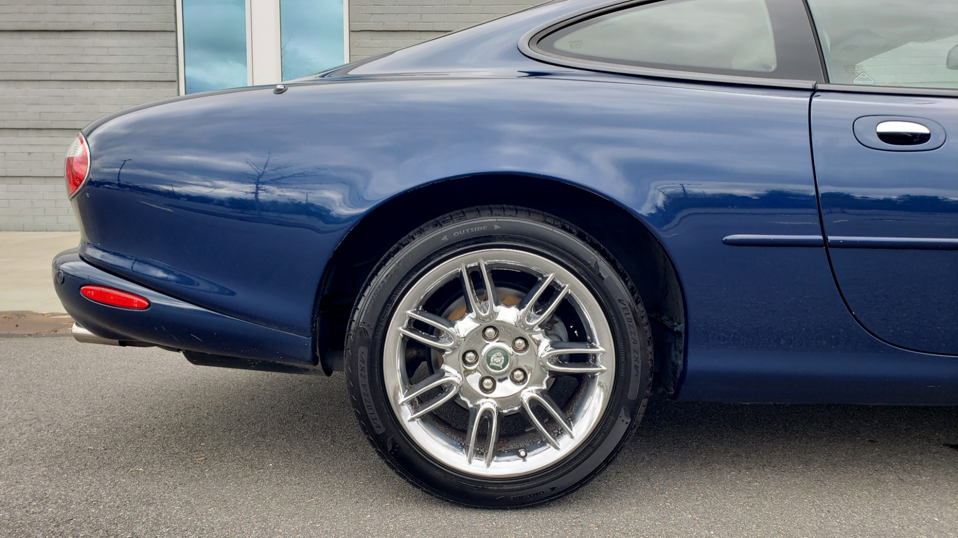 Used 2002 Jaguar XK8 COUPE / 4.0L V8 / 5-SPD AUTO / ALPINE SOUND / 18IN CHROME WHEELS for sale $16,450 at Formula Imports in Charlotte NC 28227 74