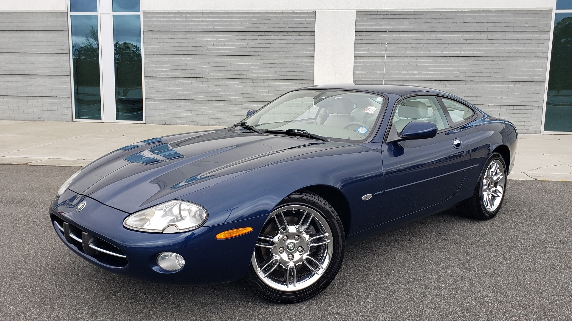 Used 2002 Jaguar XK8 COUPE / 4.0L V8 / 5-SPD AUTO / ALPINE SOUND / 18IN CHROME WHEELS for sale $16,450 at Formula Imports in Charlotte NC 28227 1
