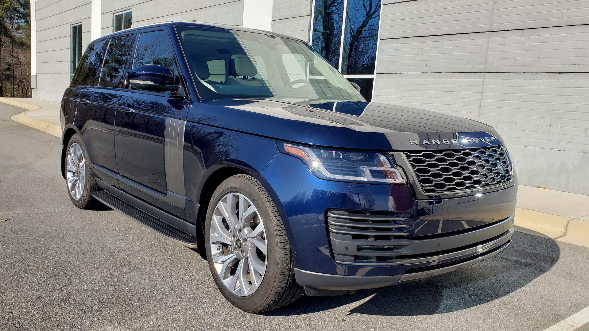 Used 2020 Land Rover RANGE ROVER AUTOBIOGRAPHY HYBRID / NAV / SUNROOF / REARVIEW for sale $110,000 at Formula Imports in Charlotte NC 28227 10