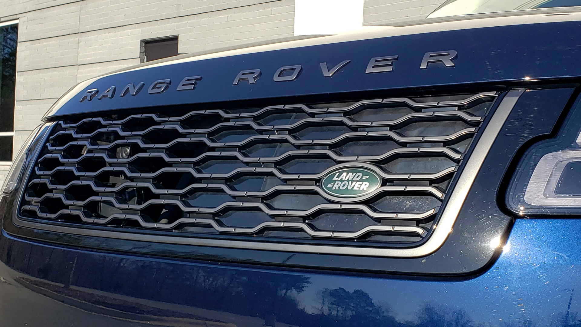 Used 2020 Land Rover RANGE ROVER AUTOBIOGRAPHY HYBRID / NAV / SUNROOF / REARVIEW for sale $110,000 at Formula Imports in Charlotte NC 28227 32