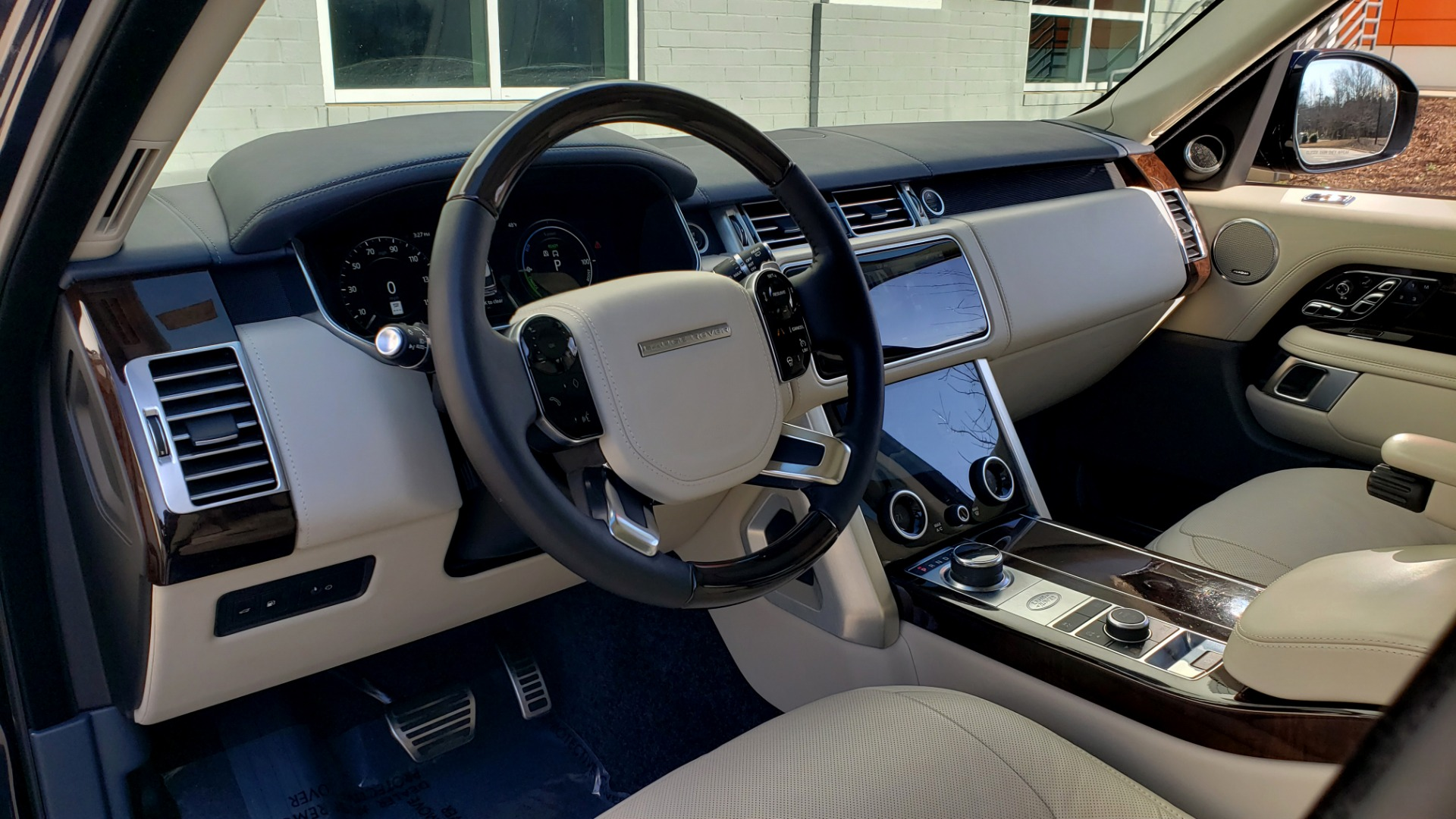 Used 2020 Land Rover RANGE ROVER AUTOBIOGRAPHY HYBRID / NAV / SUNROOF / REARVIEW for sale $110,000 at Formula Imports in Charlotte NC 28227 46