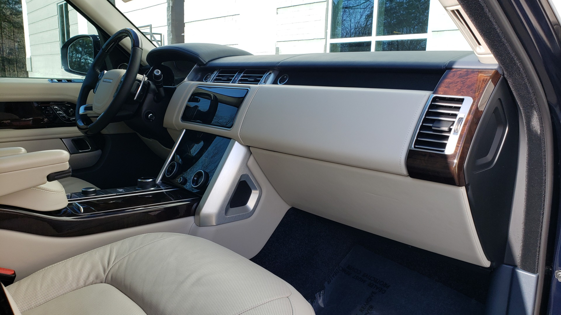 Used 2020 Land Rover RANGE ROVER AUTOBIOGRAPHY HYBRID / NAV / SUNROOF / REARVIEW for sale $110,000 at Formula Imports in Charlotte NC 28227 82