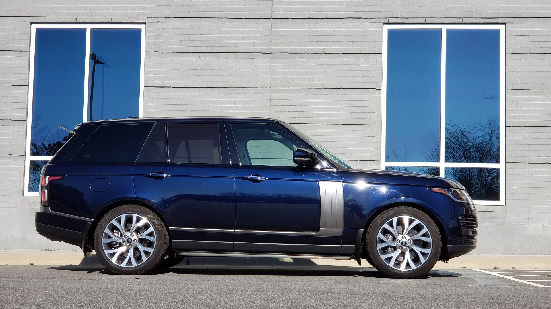 Used 2020 Land Rover RANGE ROVER AUTOBIOGRAPHY HYBRID / NAV / SUNROOF / REARVIEW for sale $110,000 at Formula Imports in Charlotte NC 28227 9