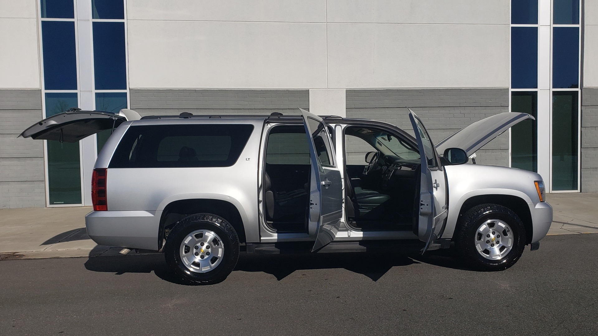 Used 2013 Chevrolet SUBURBAN LT / 2WD / 5.3L V8 / 6-SPD AUTO / LEATHER 3-ROW SEATS for sale Sold at Formula Imports in Charlotte NC 28227 13