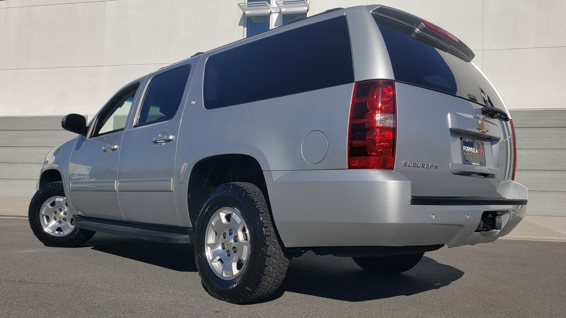 Used 2013 Chevrolet SUBURBAN LT / 2WD / 5.3L V8 / 6-SPD AUTO / LEATHER 3-ROW SEATS for sale Sold at Formula Imports in Charlotte NC 28227 2