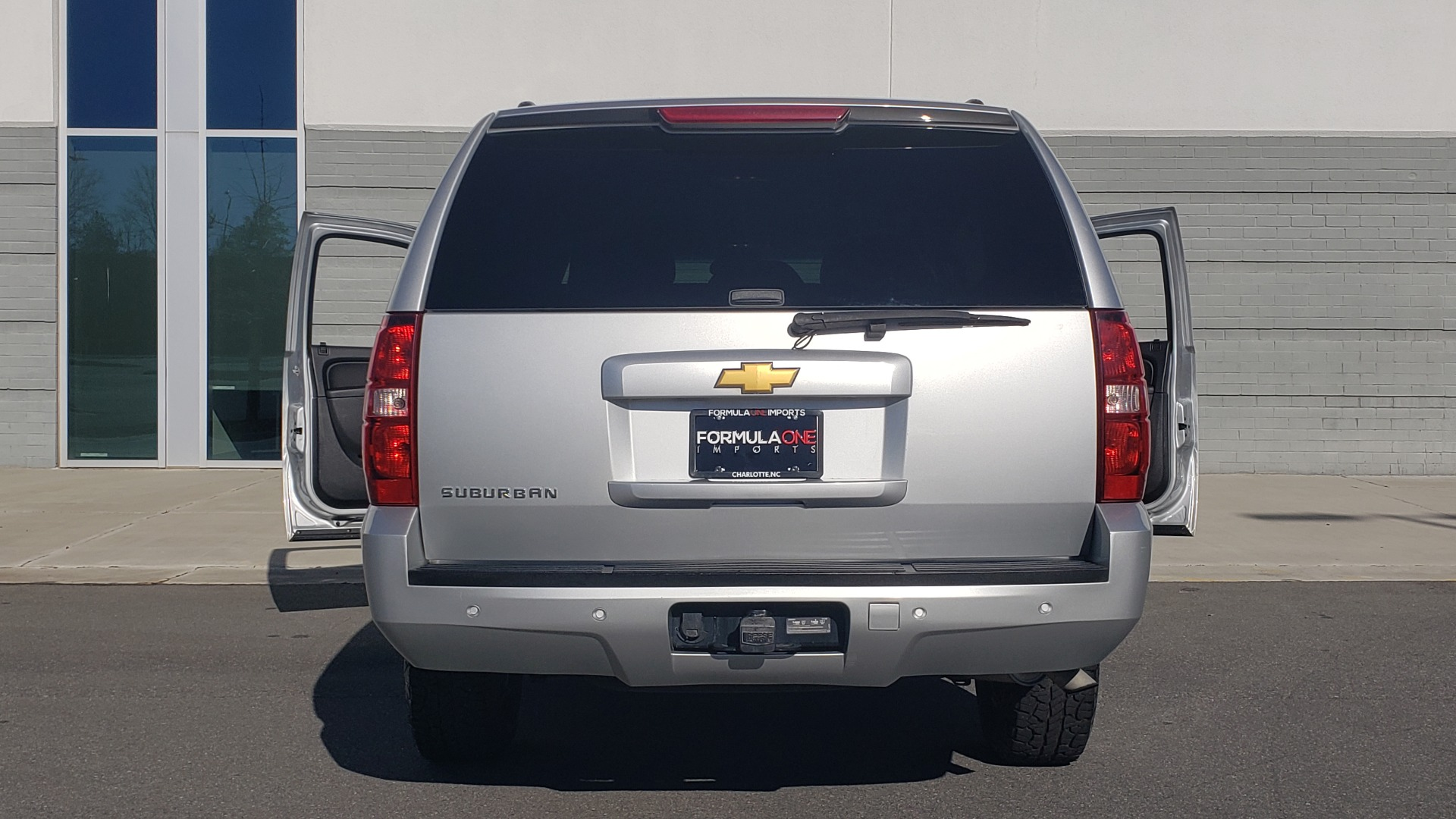 Used 2013 Chevrolet SUBURBAN LT / 2WD / 5.3L V8 / 6-SPD AUTO / LEATHER 3-ROW SEATS for sale Sold at Formula Imports in Charlotte NC 28227 29