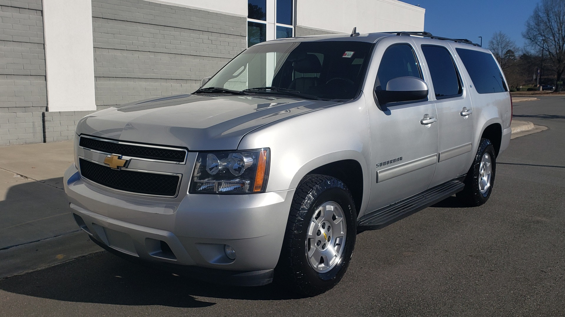 Used 2013 Chevrolet SUBURBAN LT / 2WD / 5.3L V8 / 6-SPD AUTO / LEATHER 3-ROW SEATS for sale Sold at Formula Imports in Charlotte NC 28227 3