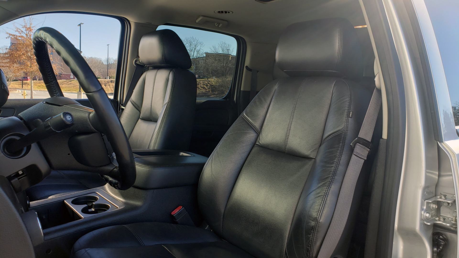 Used 2013 Chevrolet SUBURBAN LT / 2WD / 5.3L V8 / 6-SPD AUTO / LEATHER 3-ROW SEATS for sale Sold at Formula Imports in Charlotte NC 28227 37