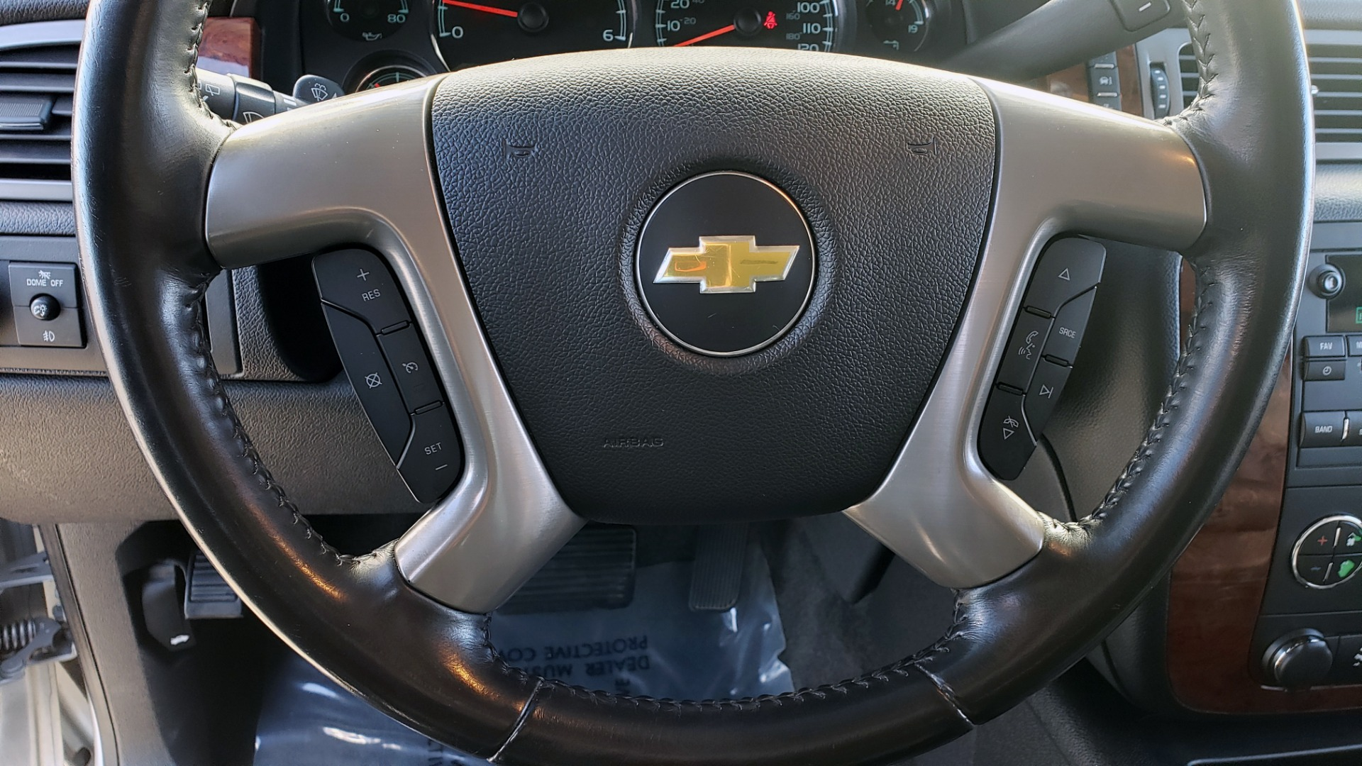 Used 2013 Chevrolet SUBURBAN LT / 2WD / 5.3L V8 / 6-SPD AUTO / LEATHER 3-ROW SEATS for sale Sold at Formula Imports in Charlotte NC 28227 40