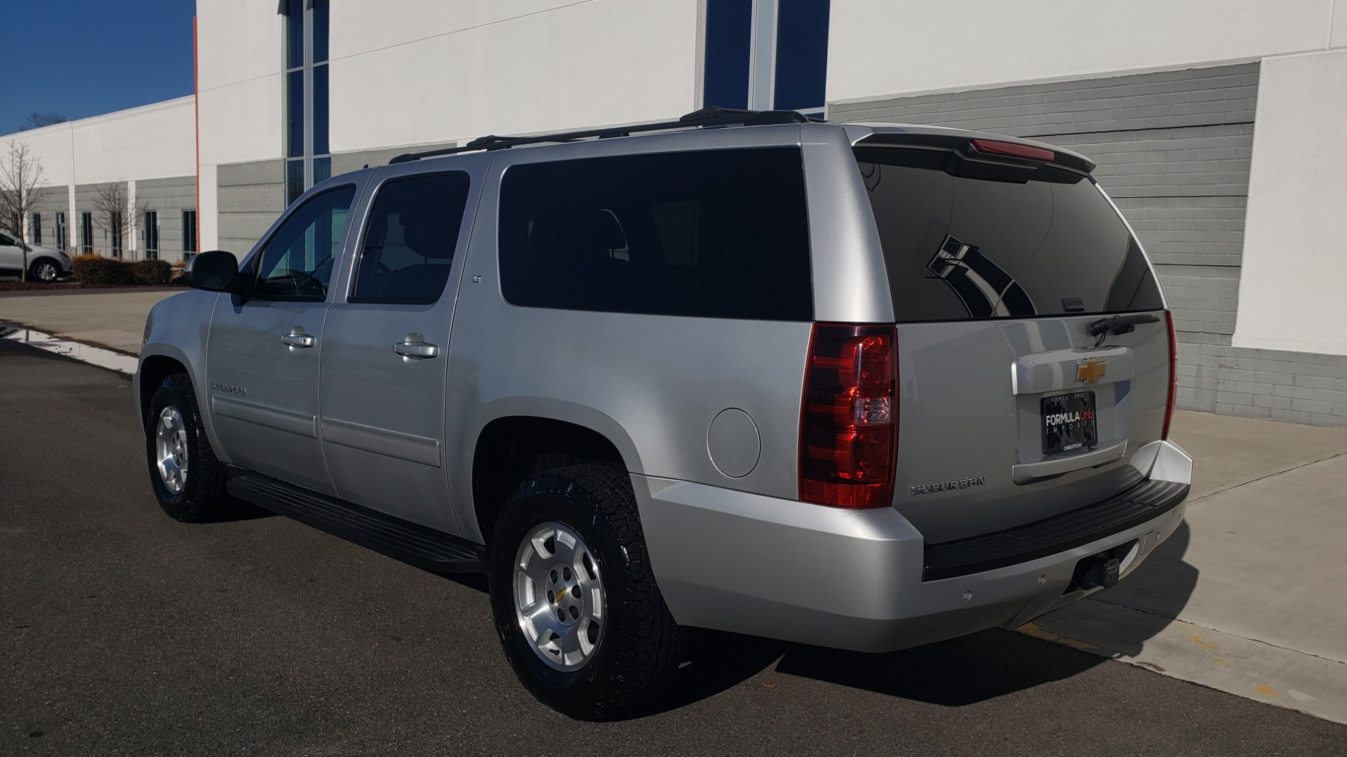 Used 2013 Chevrolet SUBURBAN LT / 2WD / 5.3L V8 / 6-SPD AUTO / LEATHER 3-ROW SEATS for sale Sold at Formula Imports in Charlotte NC 28227 5