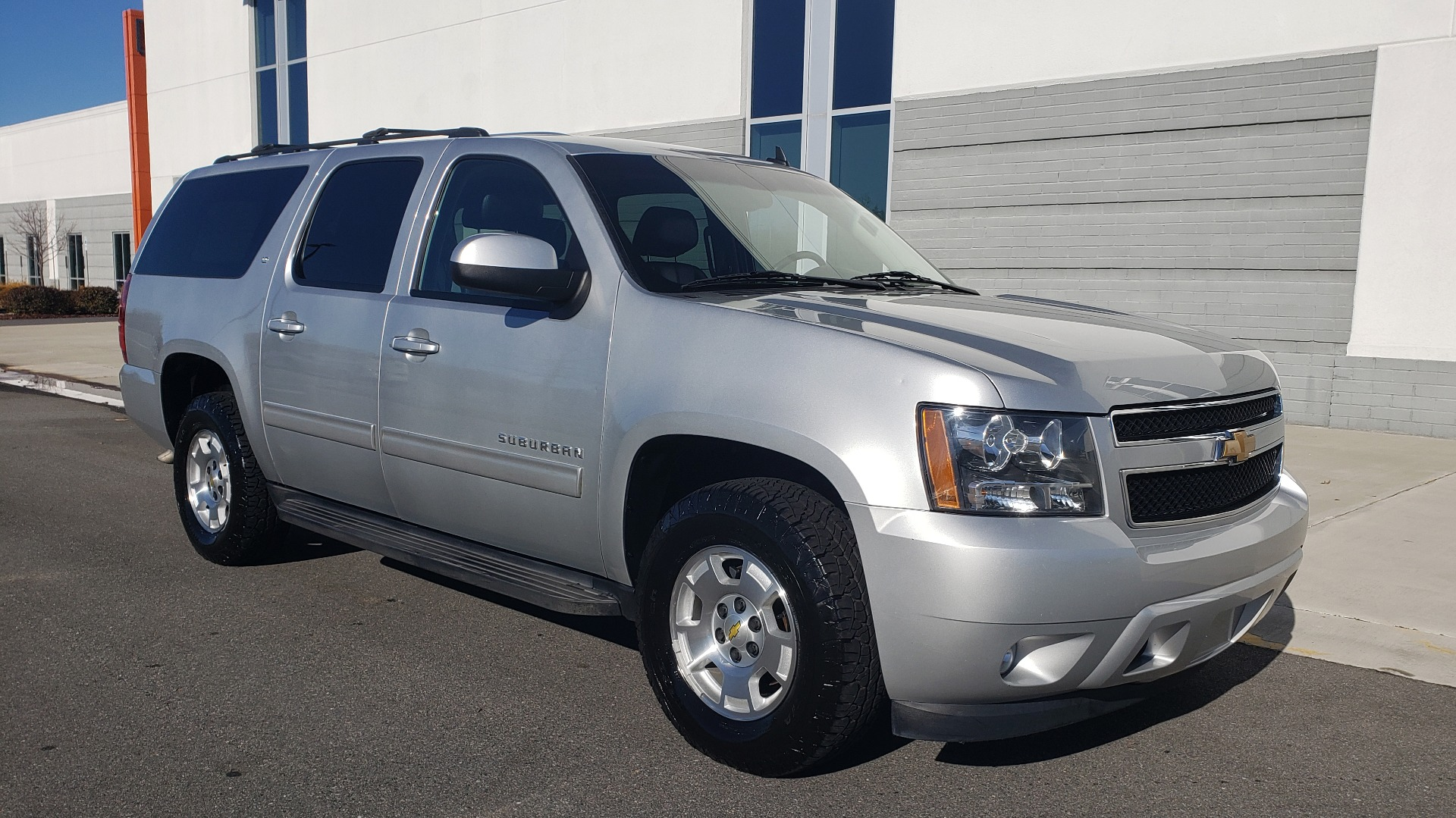 Used 2013 Chevrolet SUBURBAN LT / 2WD / 5.3L V8 / 6-SPD AUTO / LEATHER 3-ROW SEATS for sale Sold at Formula Imports in Charlotte NC 28227 6