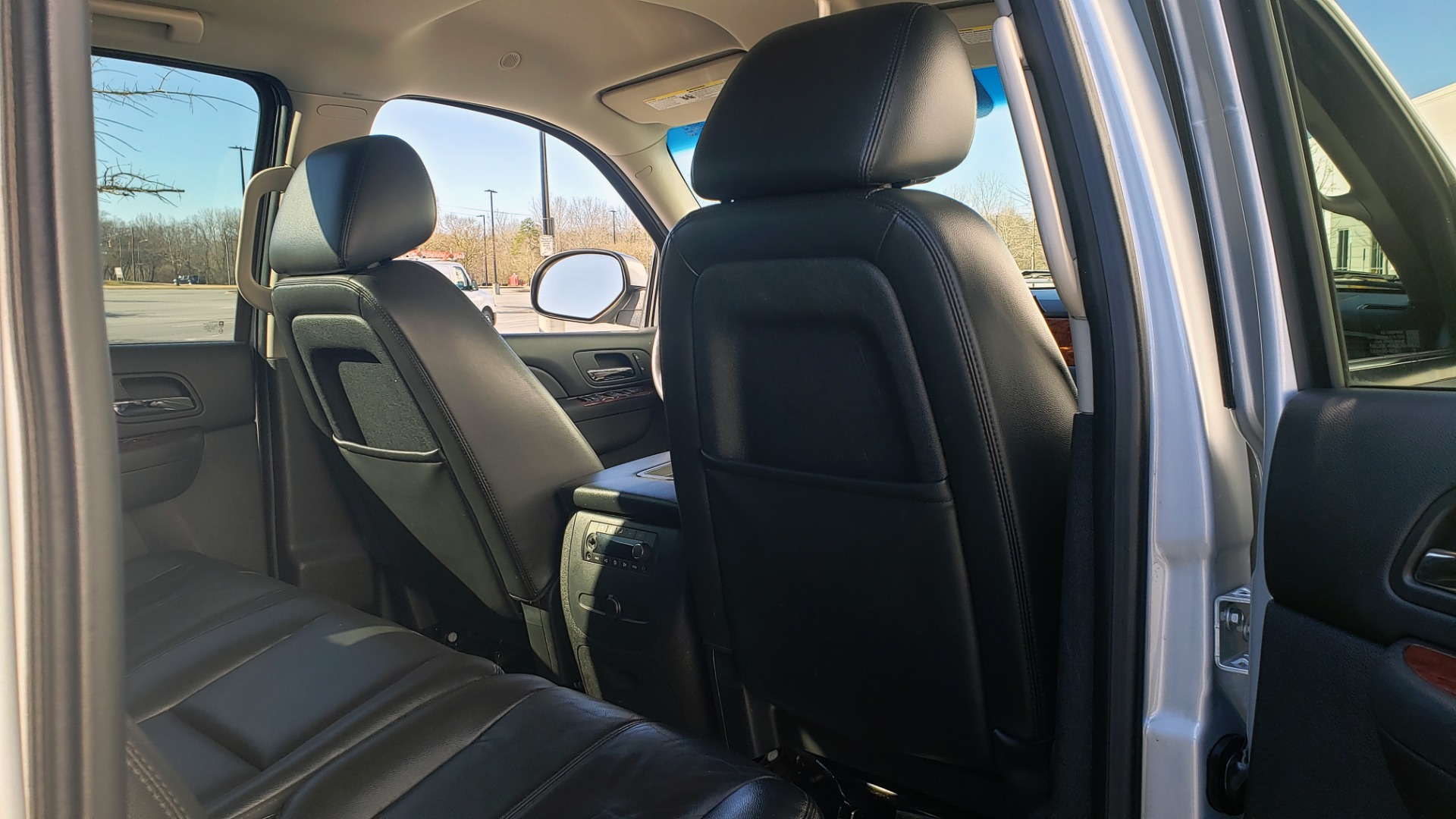 Used 2013 Chevrolet SUBURBAN LT / 2WD / 5.3L V8 / 6-SPD AUTO / LEATHER 3-ROW SEATS for sale Sold at Formula Imports in Charlotte NC 28227 69