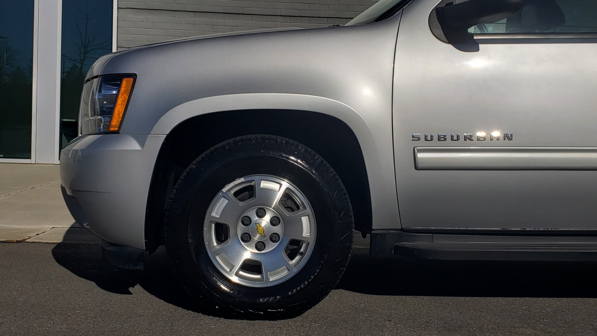 Used 2013 Chevrolet SUBURBAN LT / 2WD / 5.3L V8 / 6-SPD AUTO / LEATHER 3-ROW SEATS for sale Sold at Formula Imports in Charlotte NC 28227 75