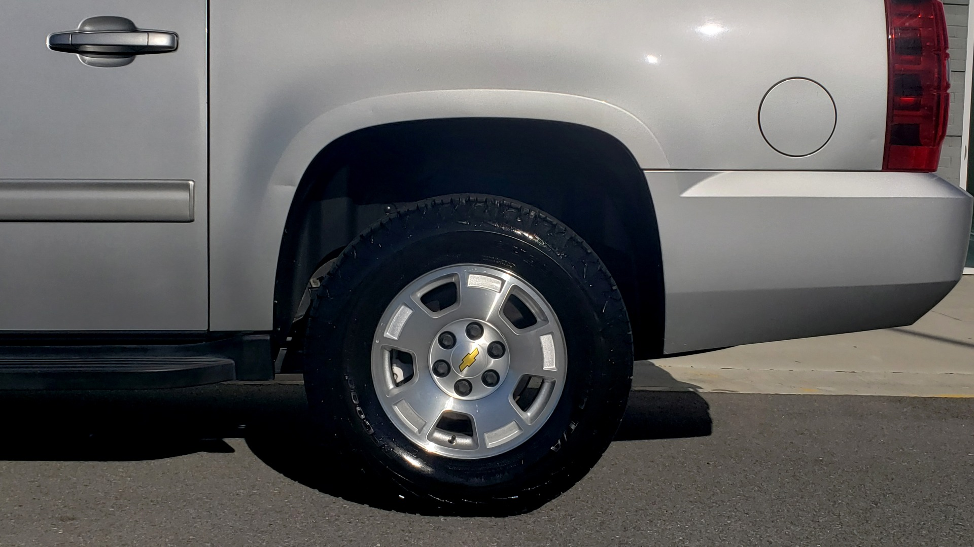 Used 2013 Chevrolet SUBURBAN LT / 2WD / 5.3L V8 / 6-SPD AUTO / LEATHER 3-ROW SEATS for sale Sold at Formula Imports in Charlotte NC 28227 76