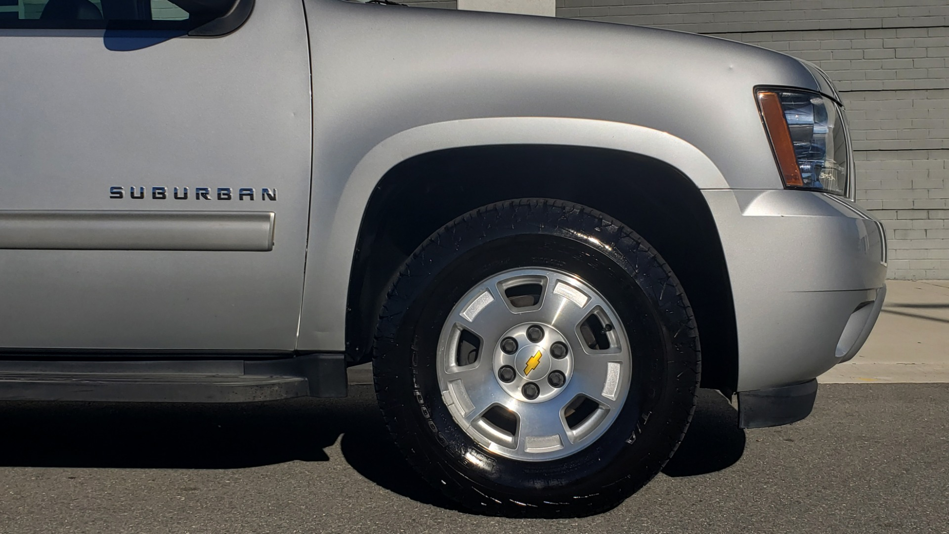 Used 2013 Chevrolet SUBURBAN LT / 2WD / 5.3L V8 / 6-SPD AUTO / LEATHER 3-ROW SEATS for sale Sold at Formula Imports in Charlotte NC 28227 78