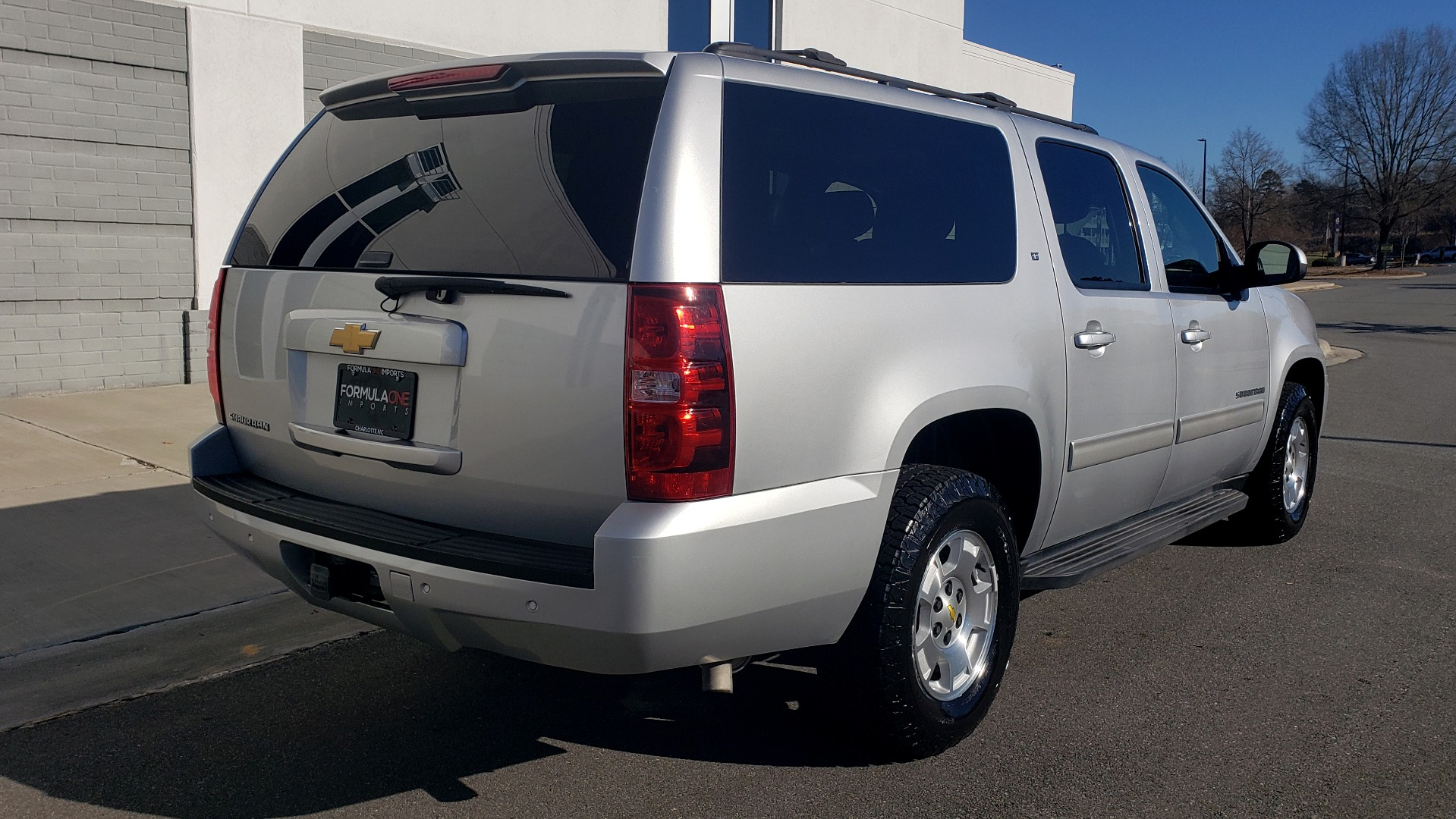 Used 2013 Chevrolet SUBURBAN LT / 2WD / 5.3L V8 / 6-SPD AUTO / LEATHER 3-ROW SEATS for sale Sold at Formula Imports in Charlotte NC 28227 8