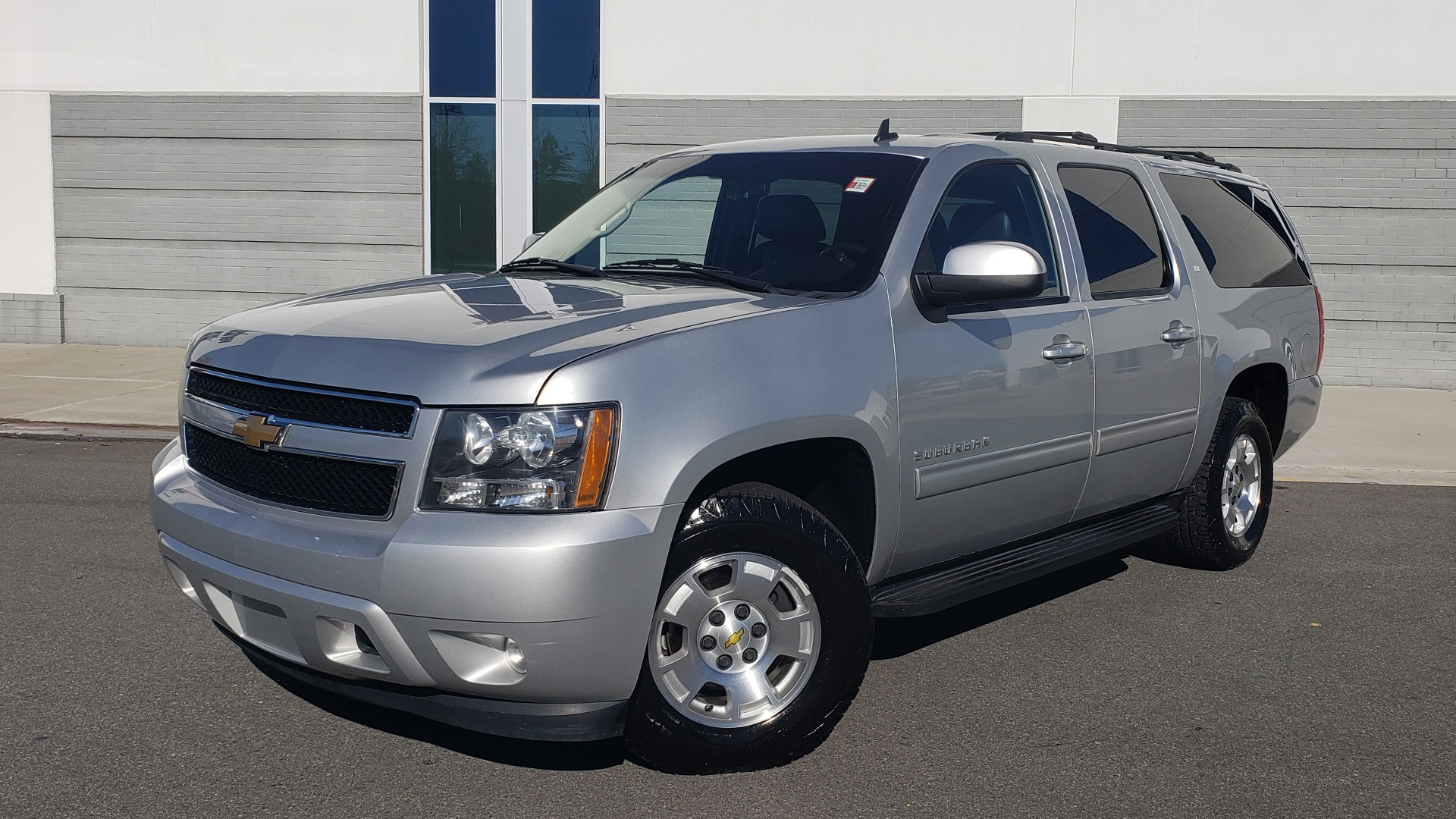 Used 2013 Chevrolet SUBURBAN LT / 2WD / 5.3L V8 / 6-SPD AUTO / LEATHER 3-ROW SEATS for sale Sold at Formula Imports in Charlotte NC 28227 1