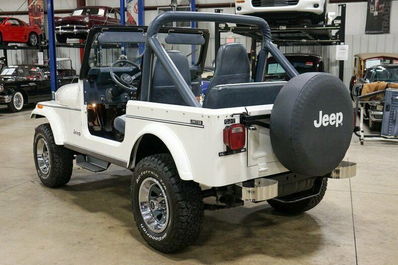 Used 1982 Jeep CJ7 LIMITED 4WD / 4.2L I6 / 5-SPEED MANUAL / NEW 30-INCH BFG TIRES for sale Sold at Formula Imports in Charlotte NC 28227 3