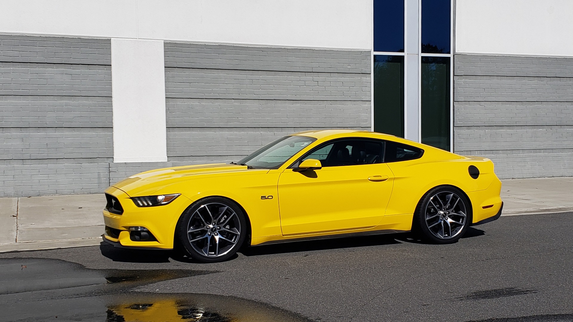 Used 2015 Ford MUSTANG GT 5.0L COUPE PREMIUM / 6-SPD MAN / SHAKER AUDIO / NAV for sale Sold at Formula Imports in Charlotte NC 28227 3