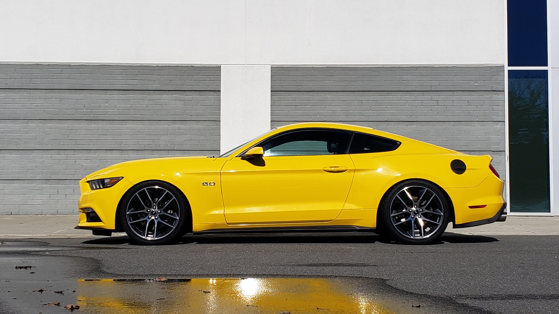 Used 2015 Ford MUSTANG GT 5.0L COUPE PREMIUM / 6-SPD MAN / SHAKER AUDIO / NAV for sale Sold at Formula Imports in Charlotte NC 28227 4