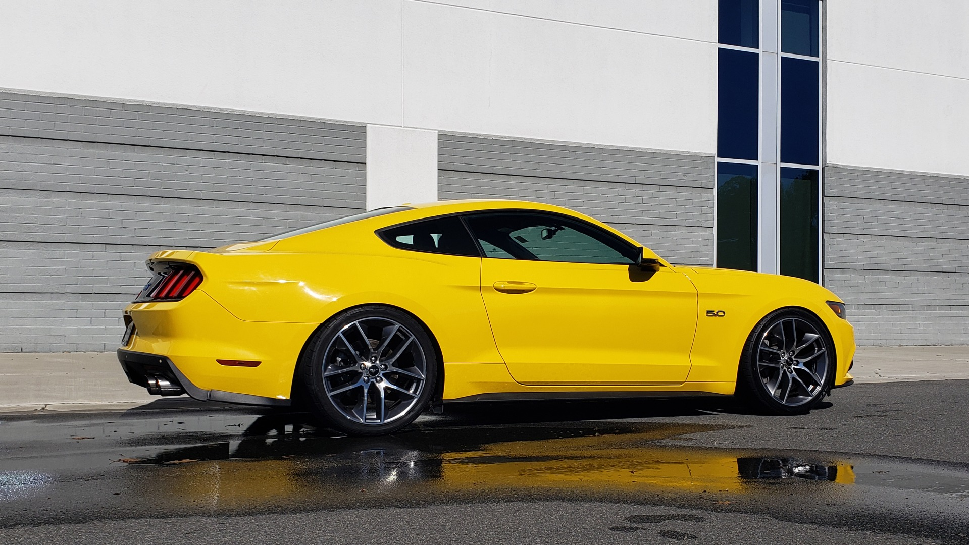 Used 2015 Ford MUSTANG GT 5.0L COUPE PREMIUM / 6-SPD MAN / SHAKER AUDIO / NAV for sale Sold at Formula Imports in Charlotte NC 28227 9