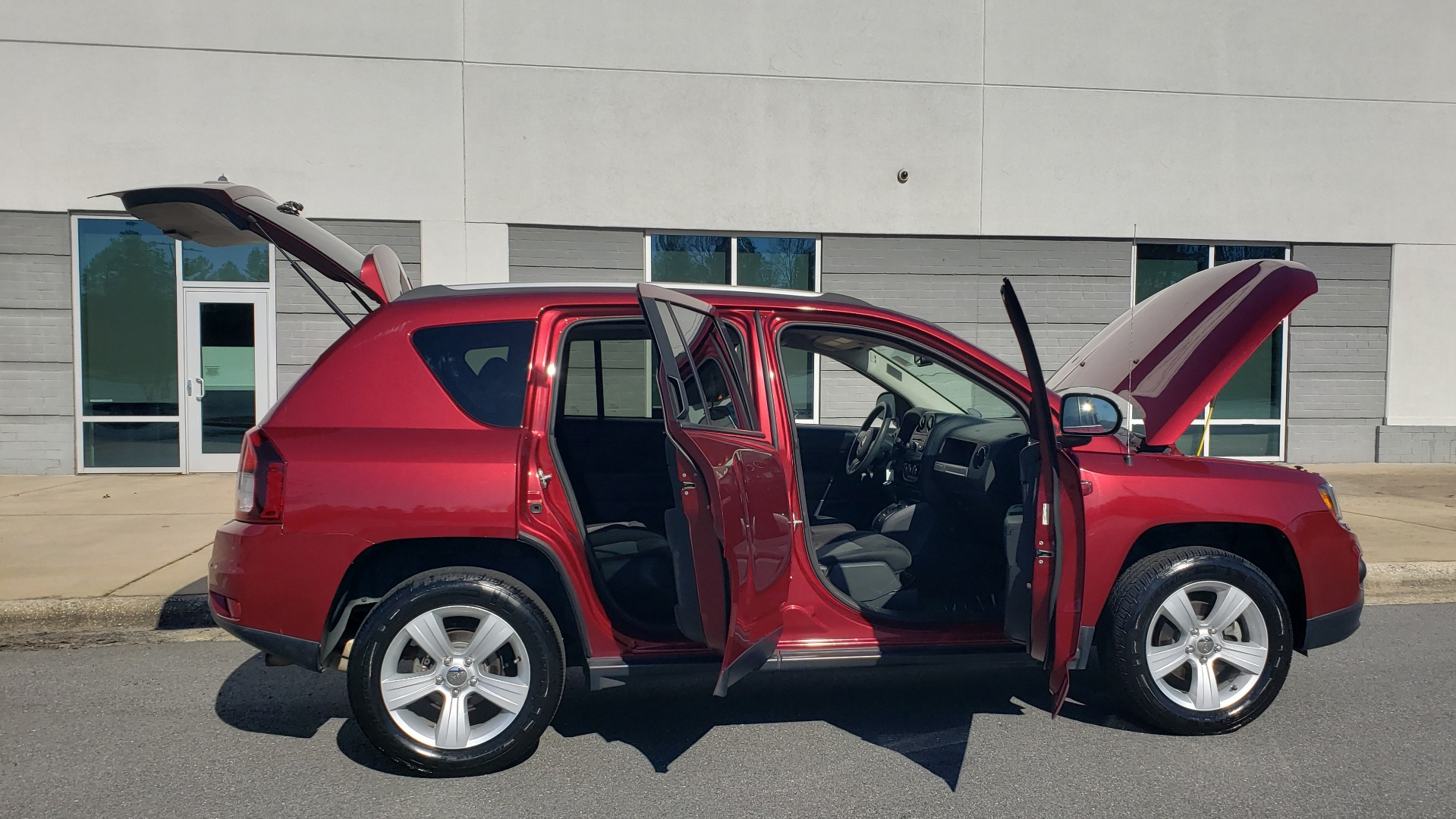 Used 2016 Jeep COMPASS SPORT 4X4 / 2.4L I4 / 6-SPD AUTO / 26MPG / CLEAN for sale Sold at Formula Imports in Charlotte NC 28227 11