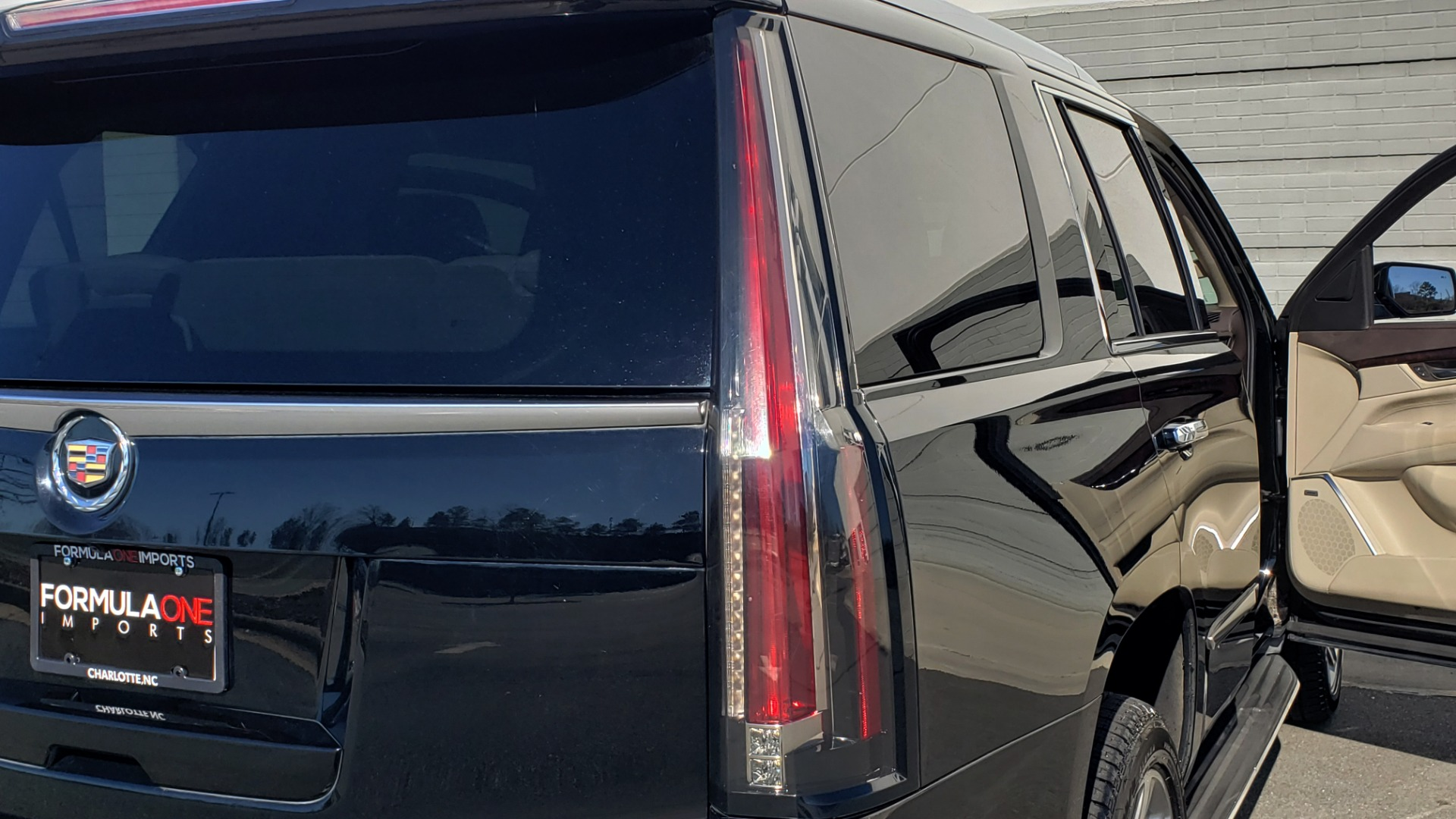 Used 2015 Cadillac ESCALADE PREMIUM 4WD / NAV / SUNROOF / REARVIEW / 3-ROW for sale Sold at Formula Imports in Charlotte NC 28227 30