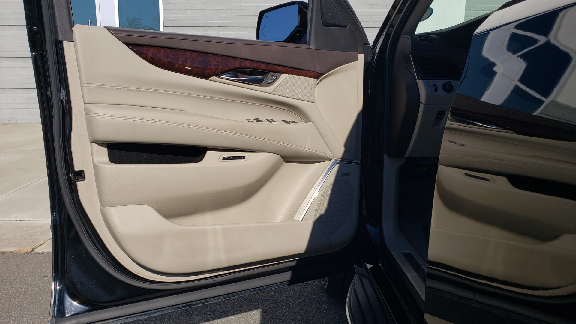 Used 2015 Cadillac ESCALADE PREMIUM 4WD / NAV / SUNROOF / REARVIEW / 3-ROW for sale Sold at Formula Imports in Charlotte NC 28227 33