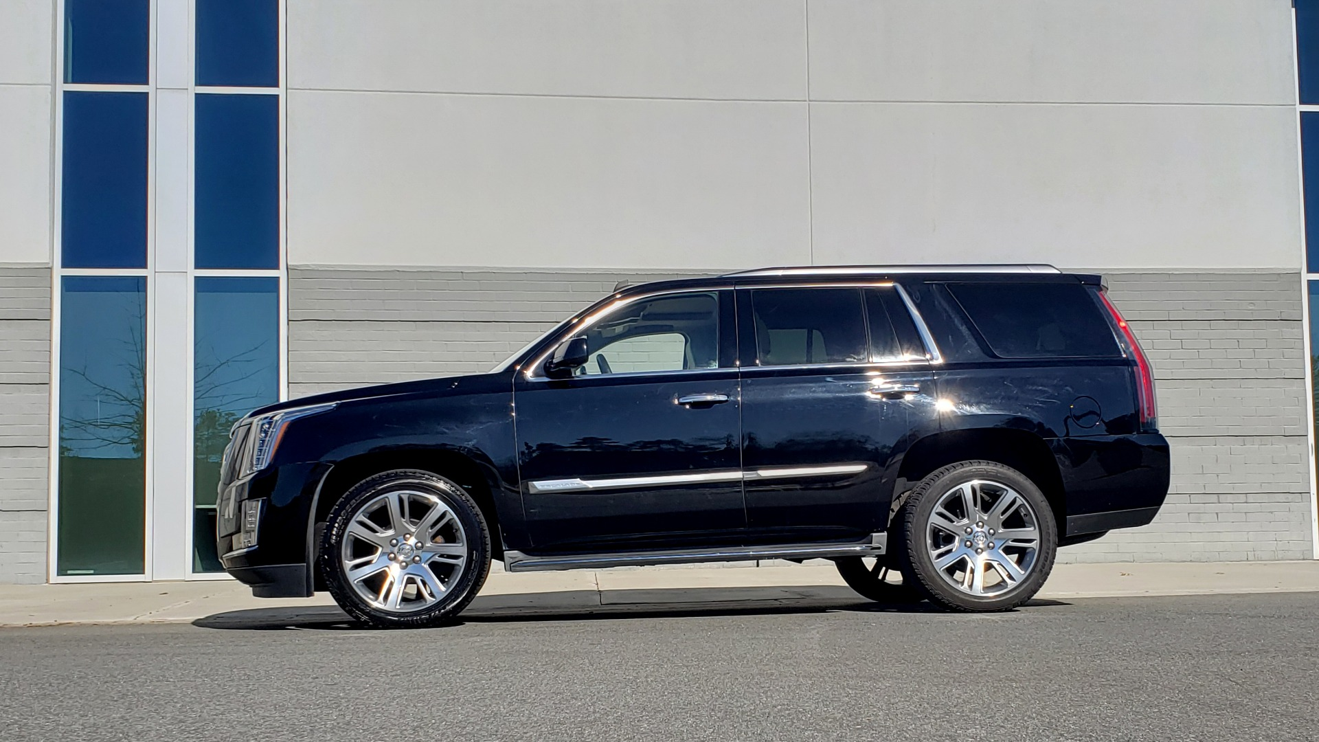 Used 2015 Cadillac ESCALADE PREMIUM 4WD / NAV / SUNROOF / REARVIEW / 3-ROW for sale Sold at Formula Imports in Charlotte NC 28227 4
