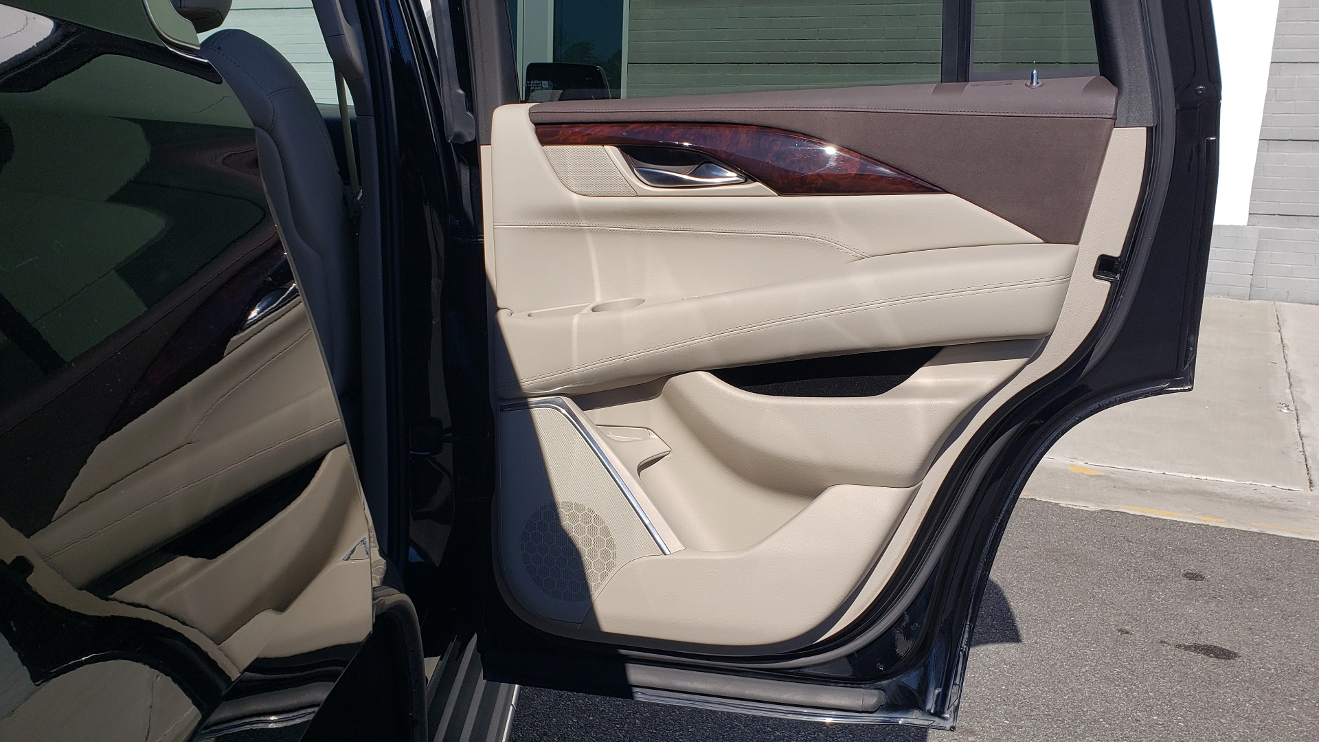 Used 2015 Cadillac ESCALADE PREMIUM 4WD / NAV / SUNROOF / REARVIEW / 3-ROW for sale Sold at Formula Imports in Charlotte NC 28227 78