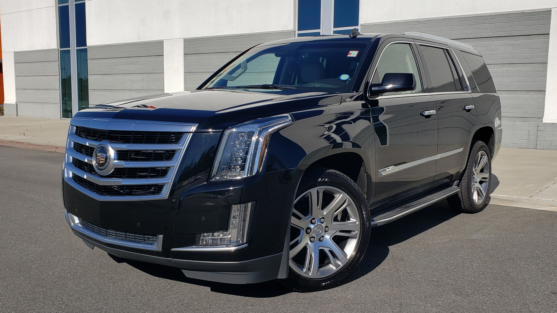 Used 2015 Cadillac ESCALADE PREMIUM 4WD / NAV / SUNROOF / REARVIEW / 3-ROW for sale $37,995 at Formula Imports in Charlotte NC 28227 1