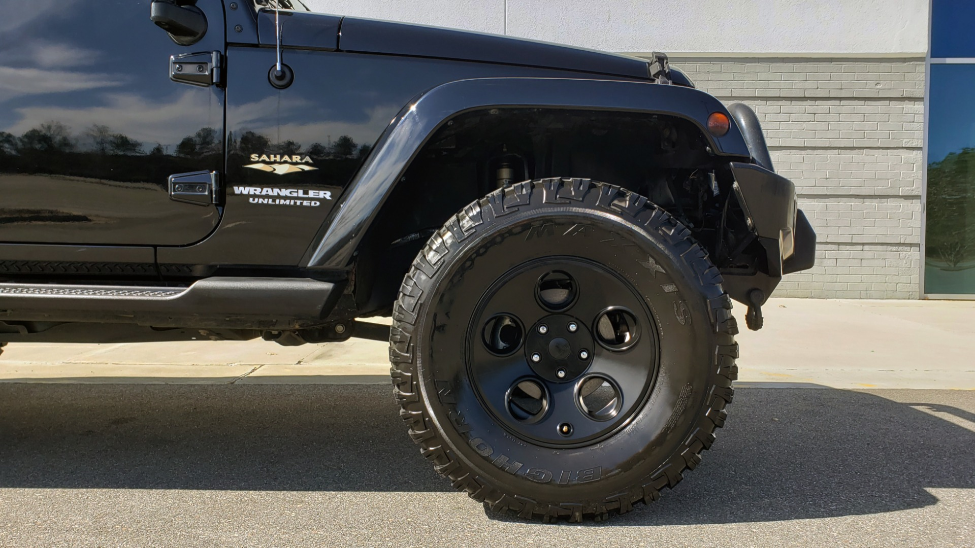 Used 2014 Jeep WRANGLER UNLIMITED SAHARA 4X4 / 3.6L V6 / 5-SPD AUTO / NAV / TOW PKG / SOFT-TOP for sale $24,795 at Formula Imports in Charlotte NC 28227 82