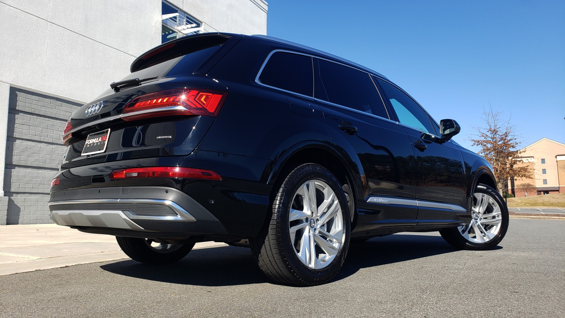 Used 2020 Audi Q7 PREMIUM PLUS / NAV / SUNROOF / 3-ROW / REARVIEW for sale Sold at Formula Imports in Charlotte NC 28227 3