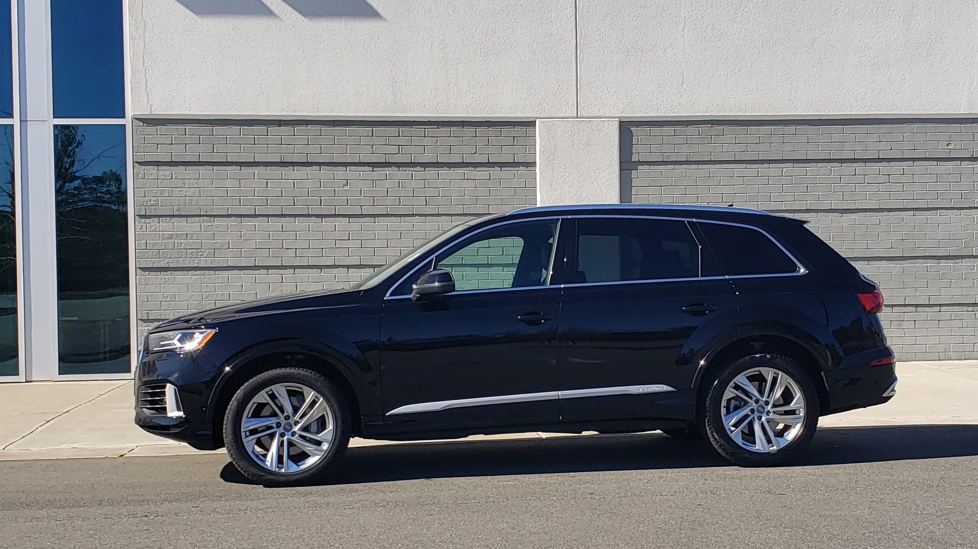 Used 2020 Audi Q7 PREMIUM PLUS / NAV / SUNROOF / 3-ROW / REARVIEW for sale Sold at Formula Imports in Charlotte NC 28227 4