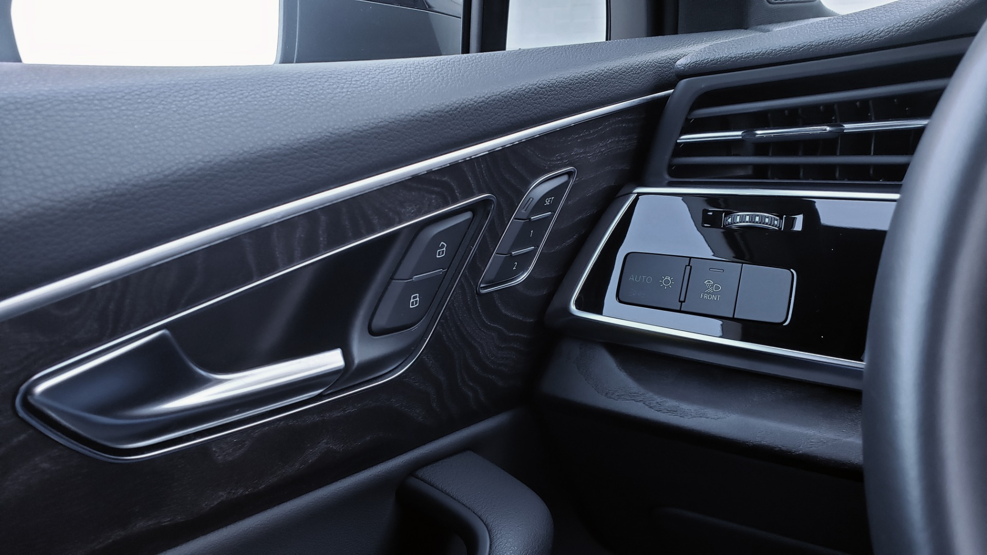Used 2020 Audi Q7 PREMIUM PLUS / NAV / SUNROOF / 3-ROW / REARVIEW for sale Sold at Formula Imports in Charlotte NC 28227 41