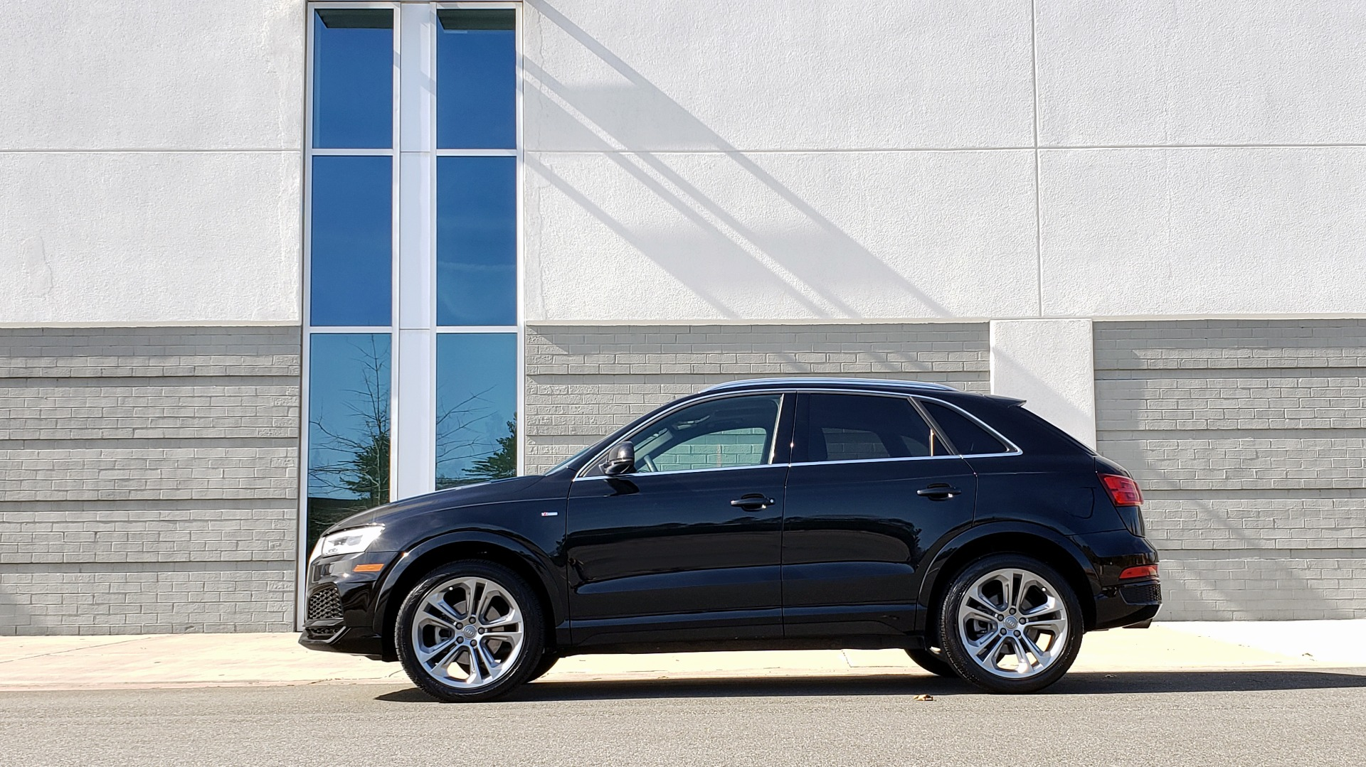 Used 2018 Audi Q3 SPORT PREMIUM PLUS / TECHNOLOGY / SUNROOF / BOSE / REARVIEW for sale Sold at Formula Imports in Charlotte NC 28227 3