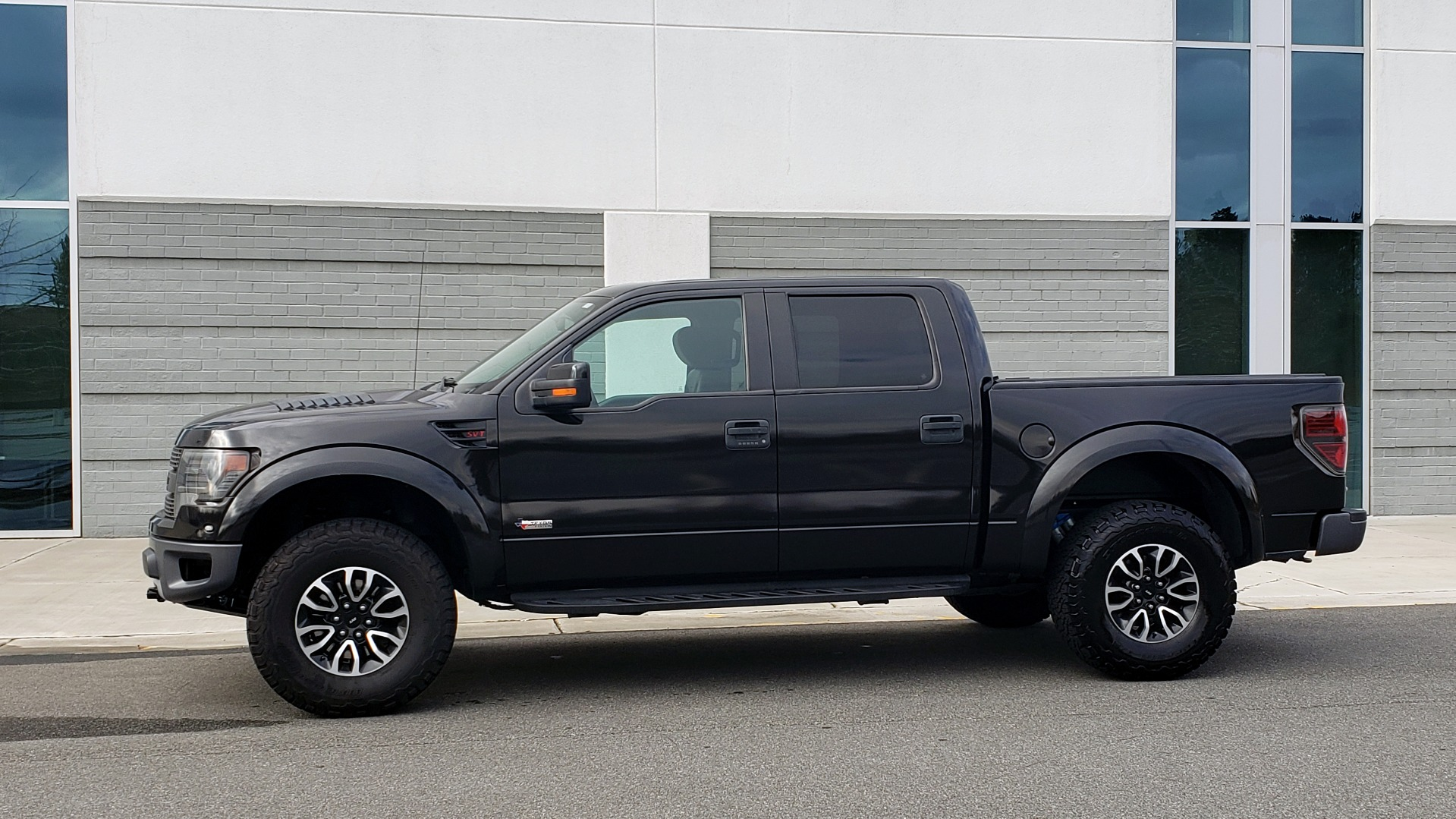 Used 2013 Ford F-150 SVT RAPTOR 4X4 SUPERCREW / 6.2L V8 / 6-SPD AUTO / NAV / LUX PKG for sale Sold at Formula Imports in Charlotte NC 28227 4