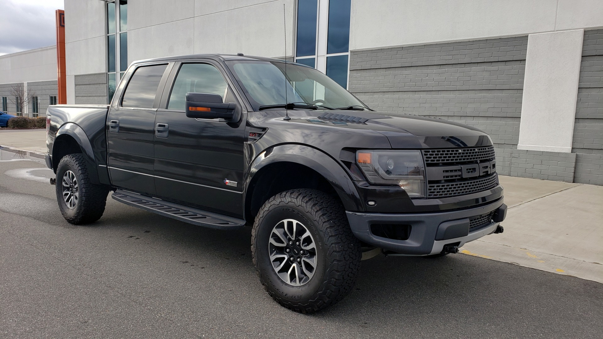 Used 2013 Ford F-150 SVT RAPTOR 4X4 SUPERCREW / 6.2L V8 / 6-SPD AUTO / NAV / LUX PKG for sale Sold at Formula Imports in Charlotte NC 28227 6