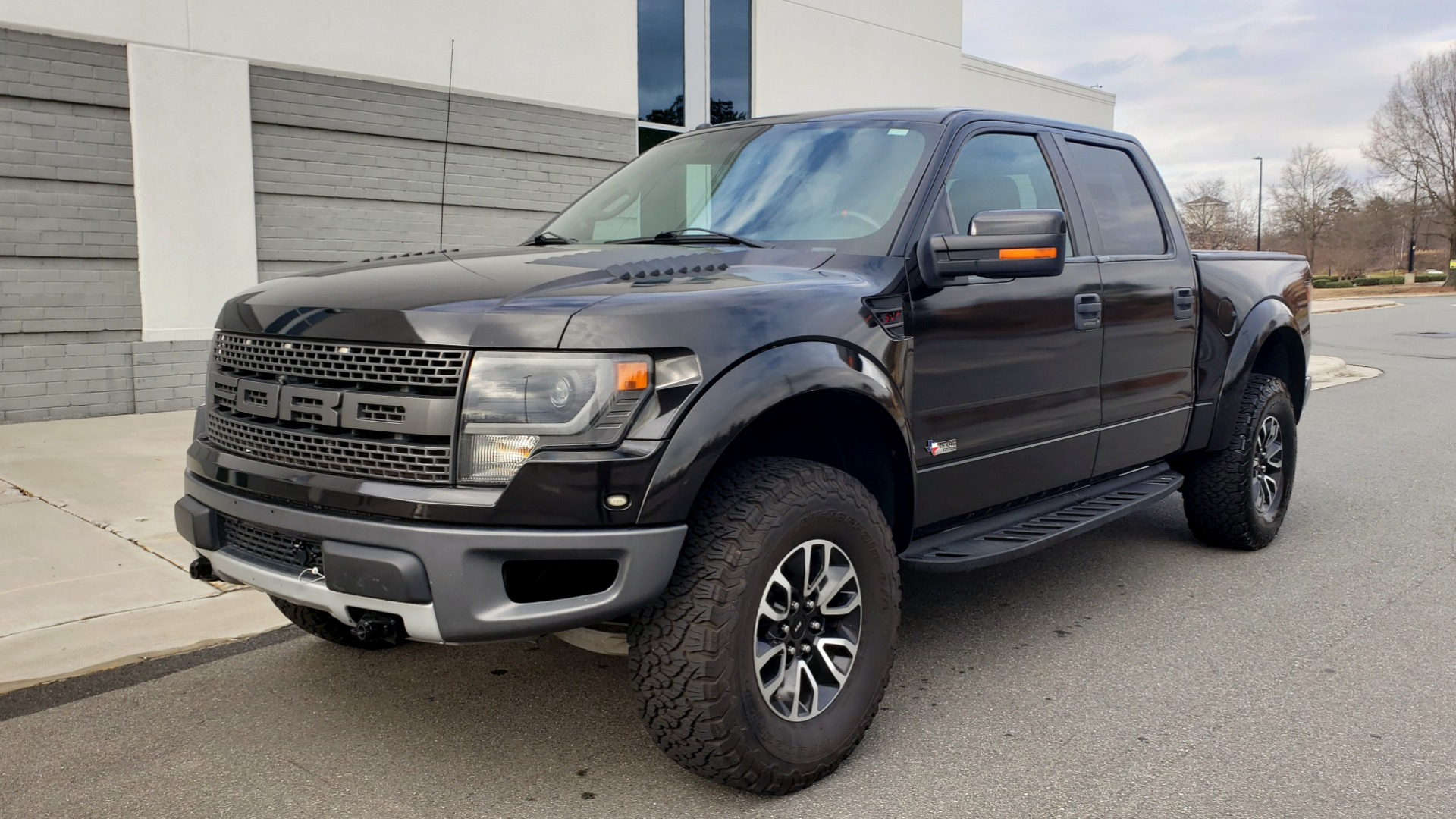 Used 2013 Ford F-150 SVT RAPTOR 4X4 SUPERCREW / 6.2L V8 / 6-SPD AUTO / NAV / LUX PKG for sale Sold at Formula Imports in Charlotte NC 28227 1