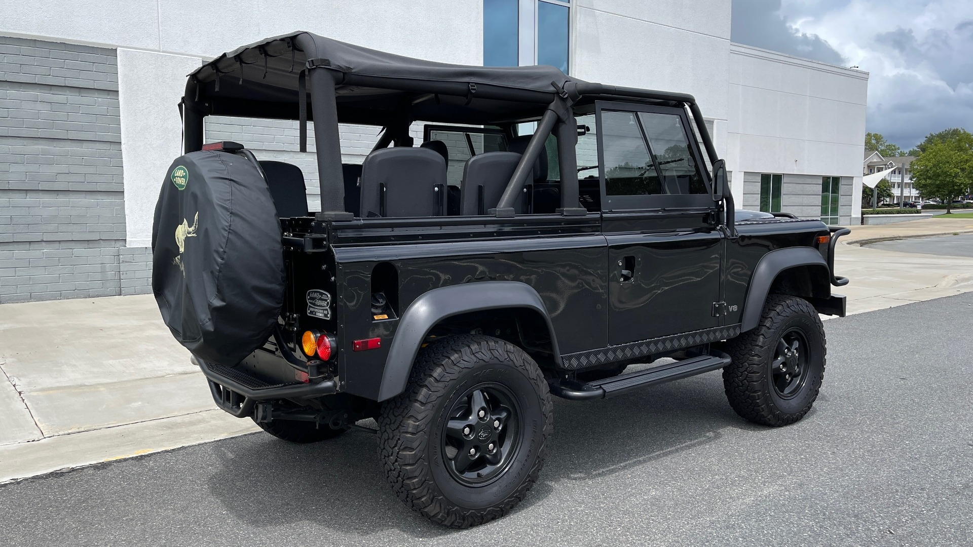 Used 1995 Land Rover DEFENDER 90 4x4 / 3.9L V8 / SOFT-TOP / 5-SPD MANUAL / RUNS GREAT for sale $74,383 at Formula Imports in Charlotte NC 28227 10