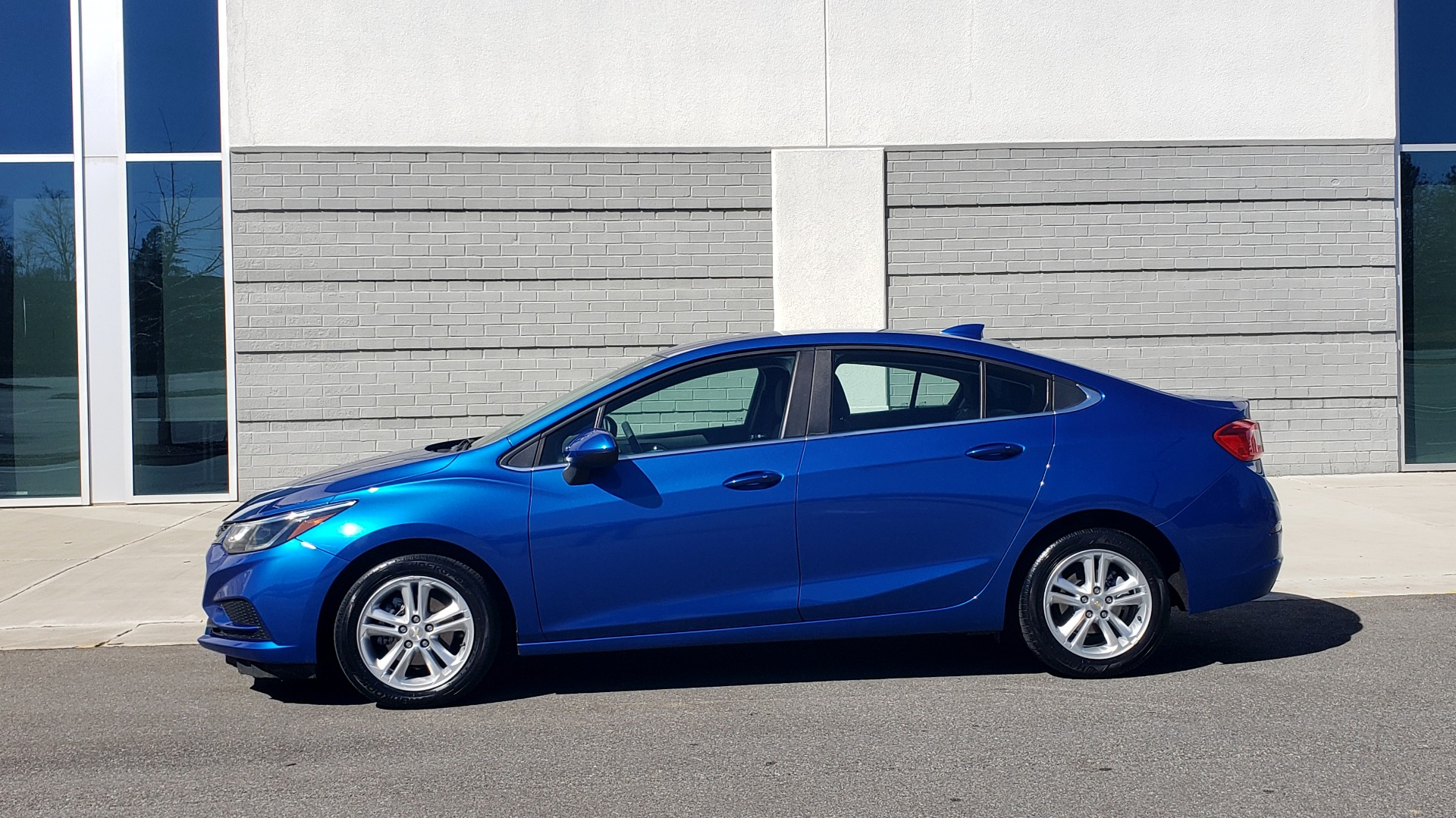 Used 2017 Chevrolet CRUZE LT 1.4L 1SD / 6-SPD AUTO / HTS STS / REMOTE START / REARVIEW for sale $11,495 at Formula Imports in Charlotte NC 28227 2