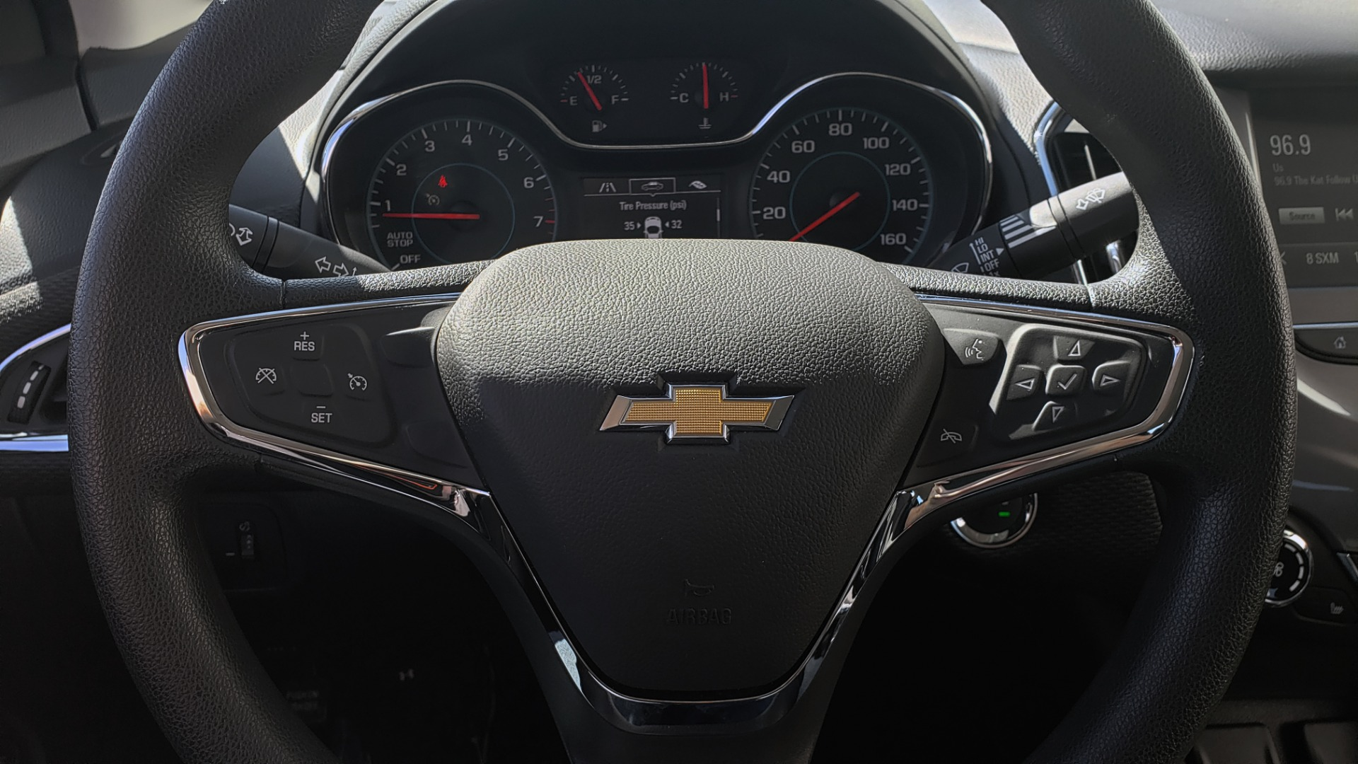 Used 2017 Chevrolet CRUZE LT 1.4L 1SD / 6-SPD AUTO / HTS STS / REMOTE START / REARVIEW for sale $11,495 at Formula Imports in Charlotte NC 28227 30
