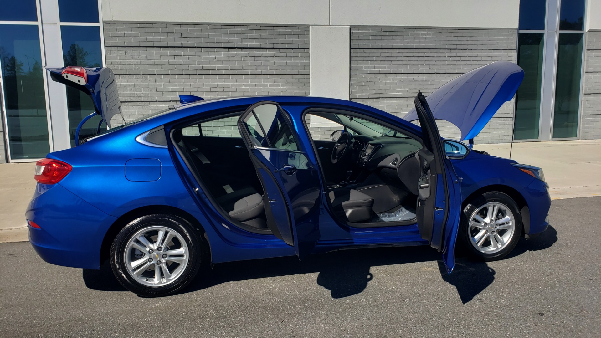 Used 2017 Chevrolet CRUZE LT 1.4L 1SD / 6-SPD AUTO / HTS STS / REMOTE START / REARVIEW for sale $11,495 at Formula Imports in Charlotte NC 28227 8