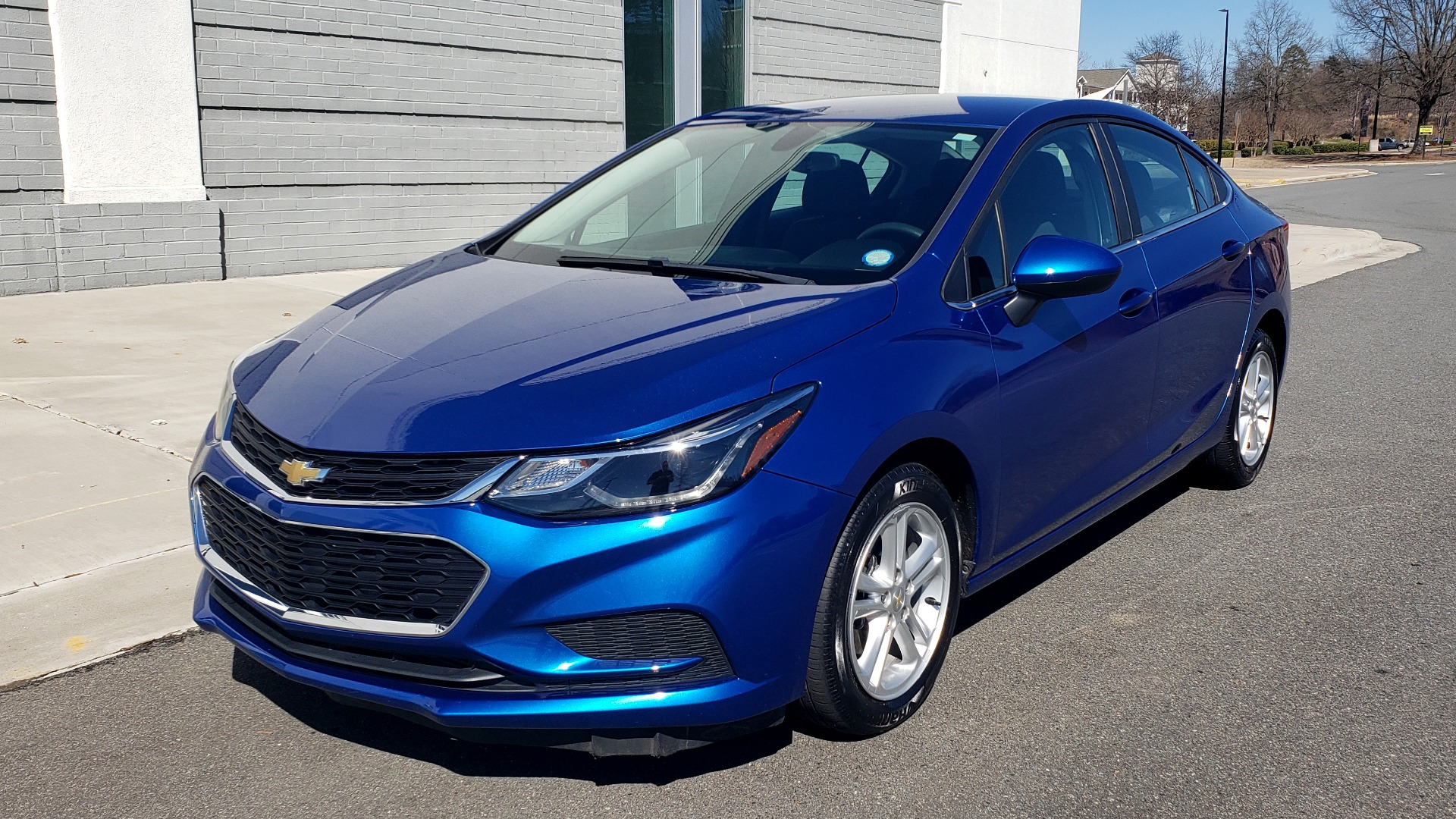 Used 2017 Chevrolet CRUZE LT 1.4L 1SD / 6-SPD AUTO / HTS STS / REMOTE START / REARVIEW for sale $11,495 at Formula Imports in Charlotte NC 28227 1