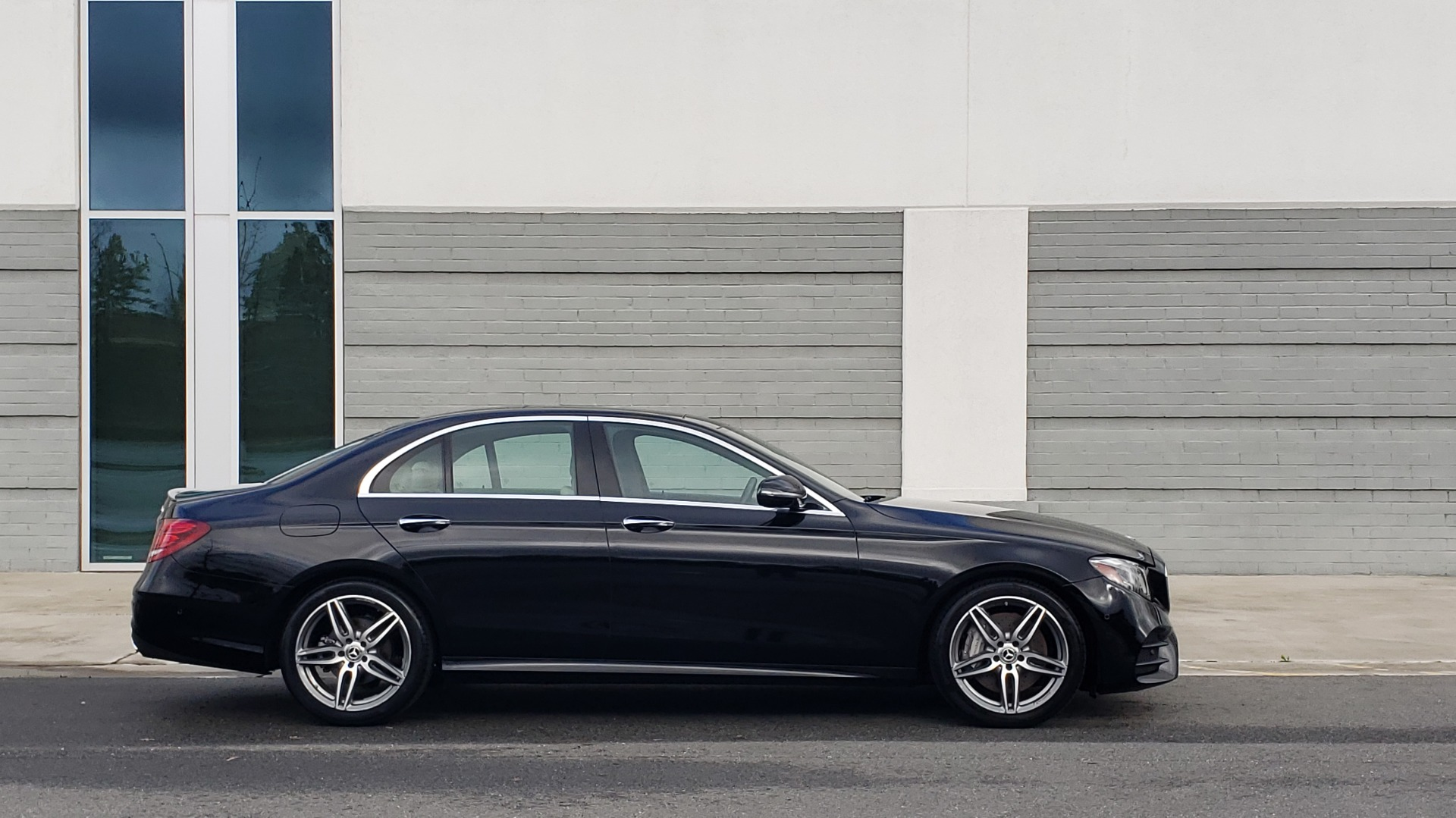 Used 2018 Mercedes-Benz E-CLASS E 300 PREM PKG 2 / NAV / PANO-ROOF / WARMTH & COMFORT PKG for sale $35,295 at Formula Imports in Charlotte NC 28227 3
